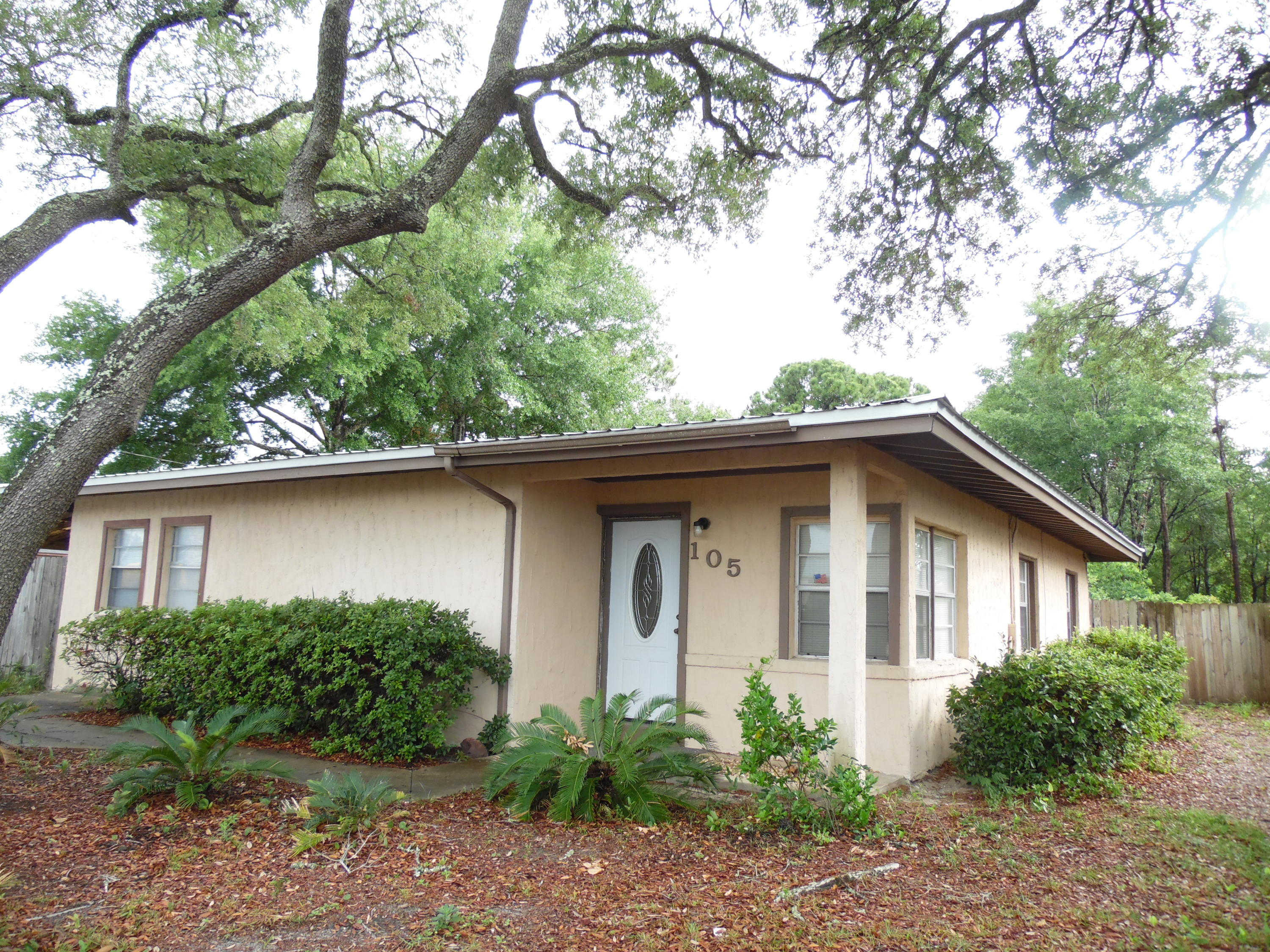 Photo of home for sale at 105 Jet, Fort Walton Beach FL