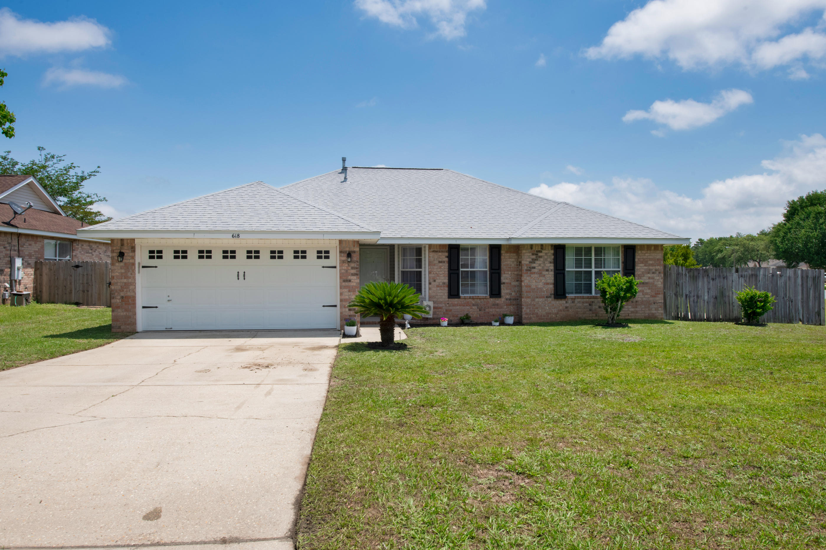 Photo of home for sale at 618 Risen Star, Crestview FL