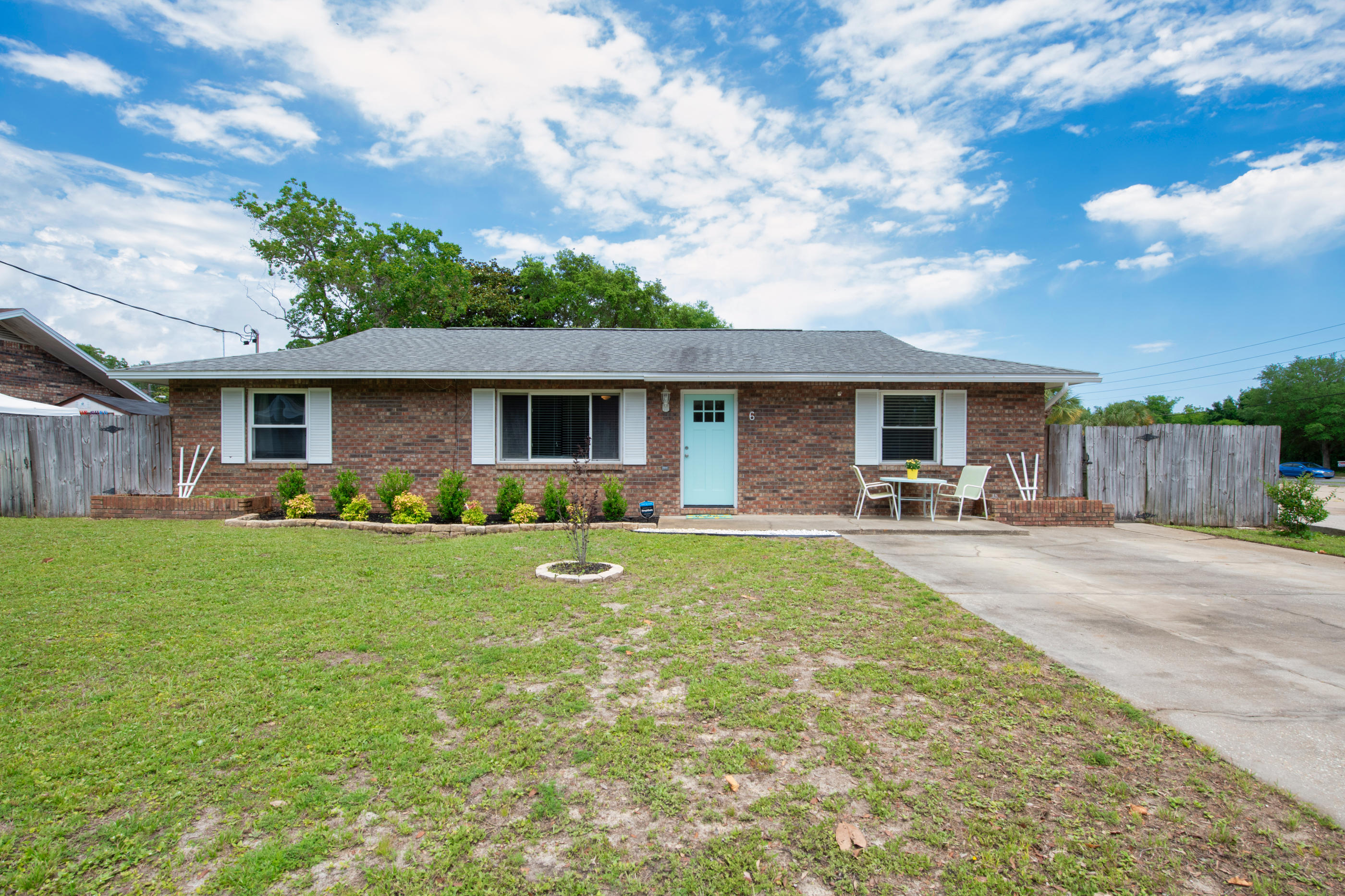 Photo of home for sale at 6 Overstreet, Mary Esther FL