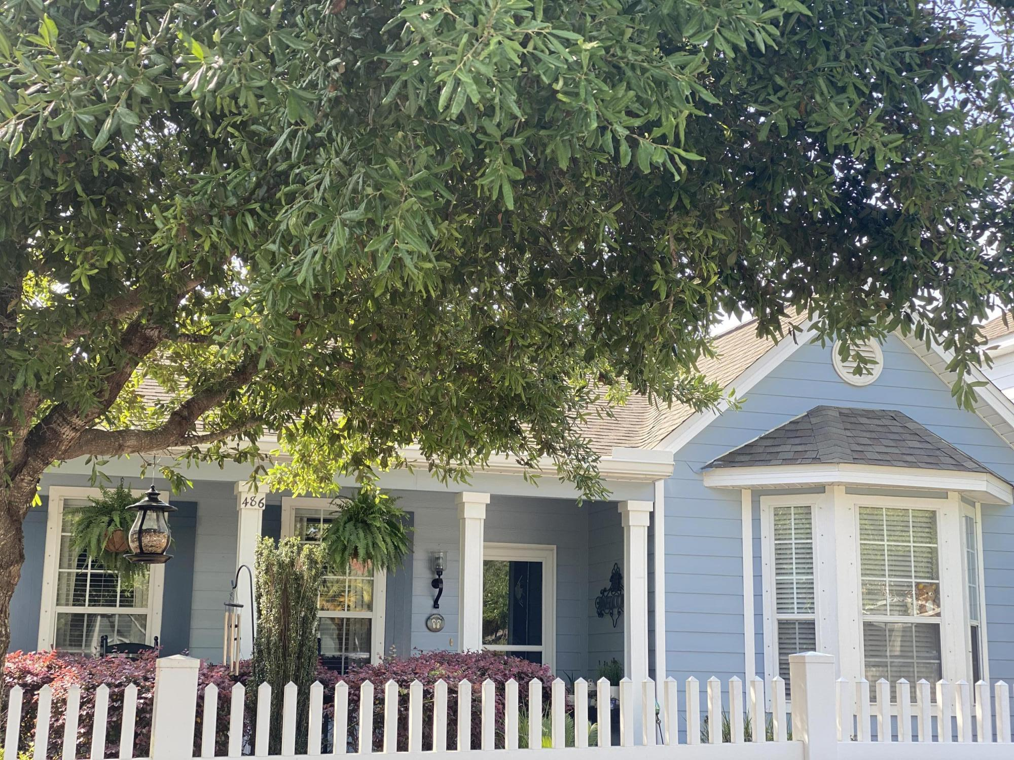 Photo of home for sale at 486 Fanny Ann, Freeport FL