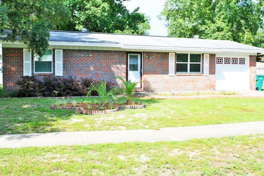 Photo of home for sale at 1314 Finck, Niceville FL