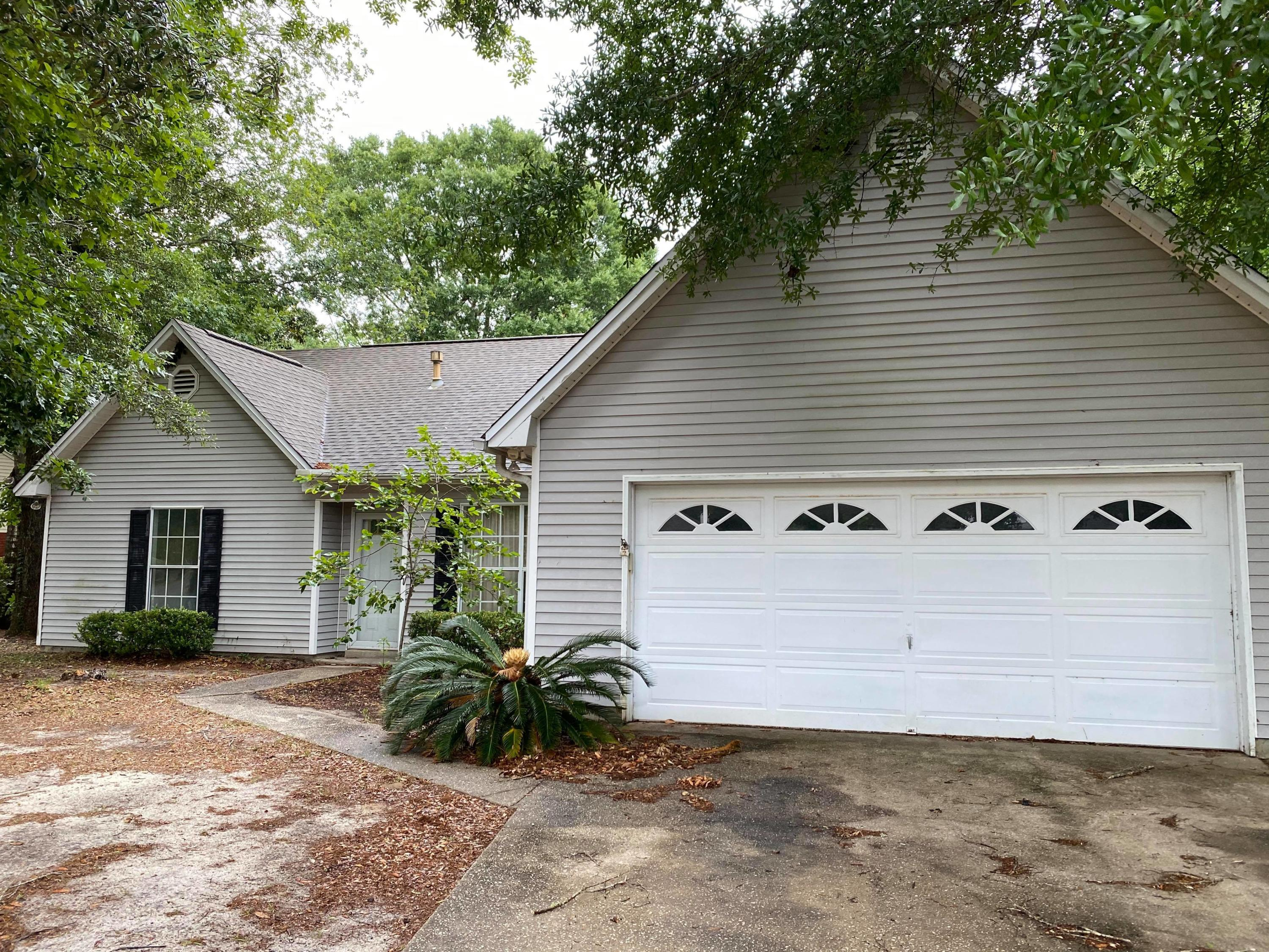 Photo of home for sale at 378 Jasmine, Valparaiso FL
