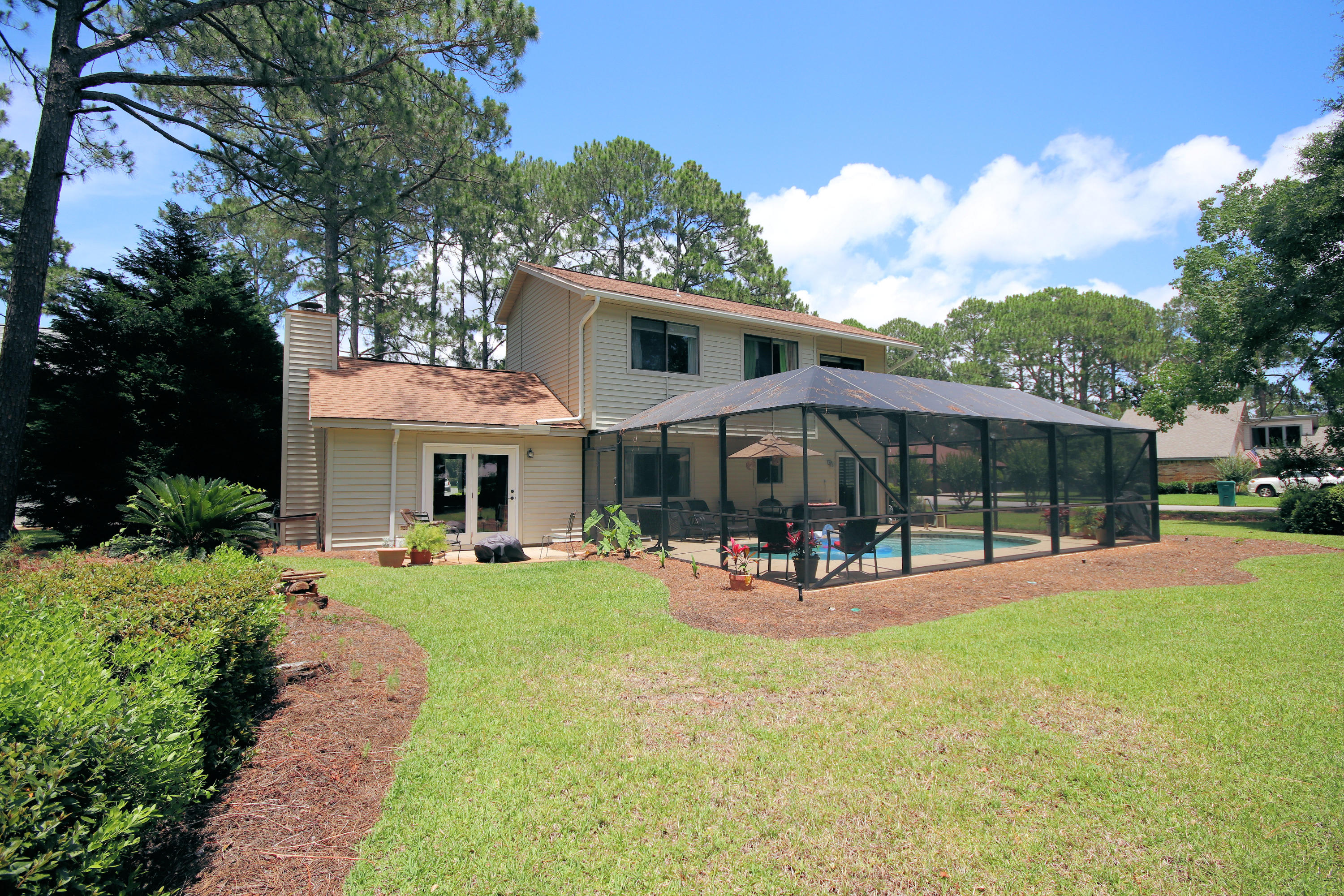 Photo of home for sale at 1235 Chantilly, Niceville FL
