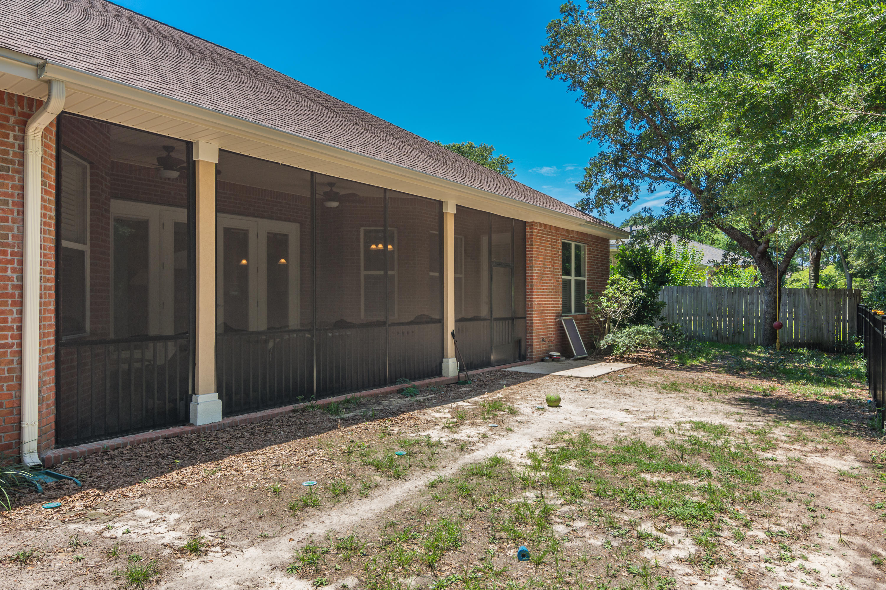 Photo of home for sale at 902 Trout Creek, Niceville FL