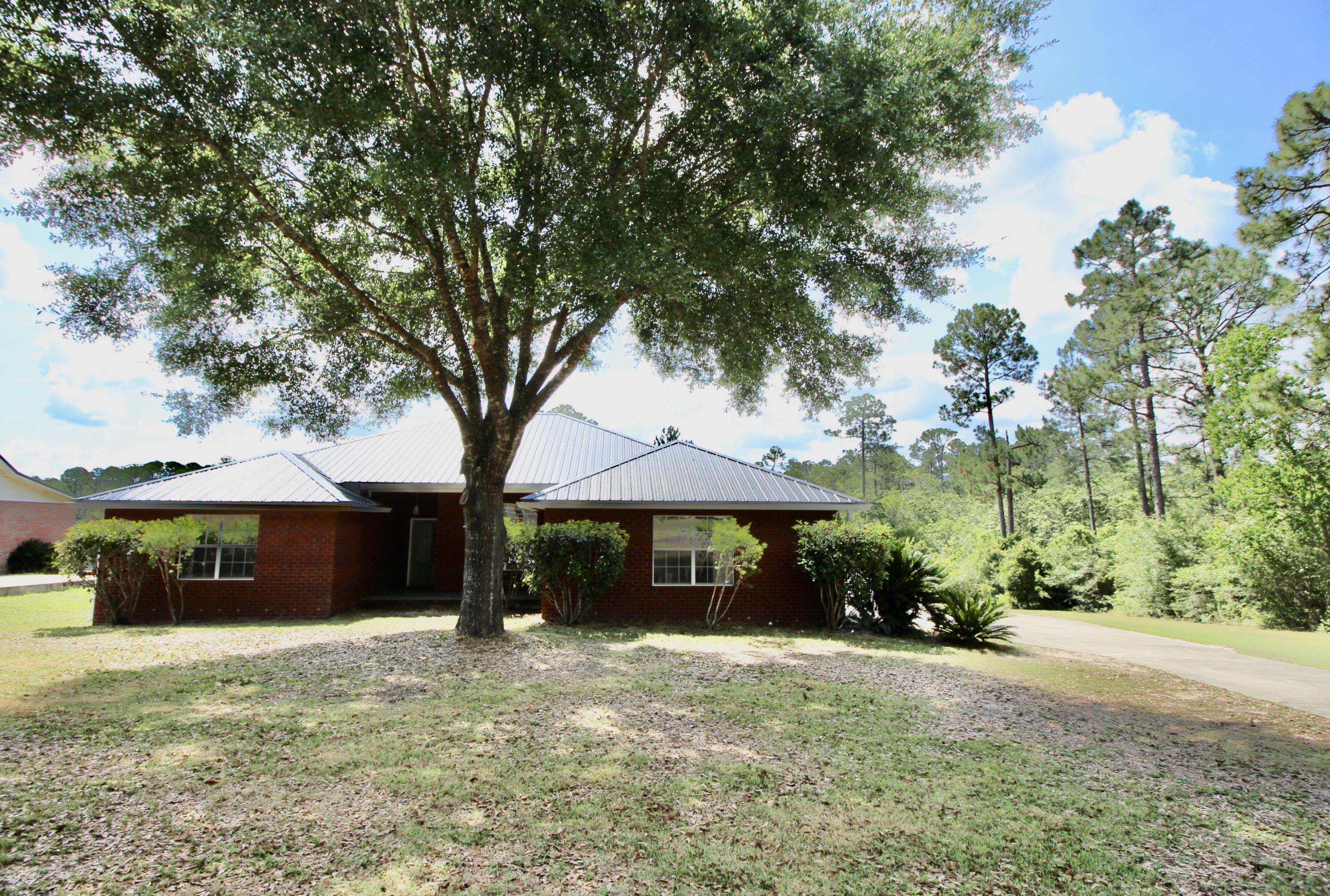 Photo of home for sale at 204 Hidden Lakes, Defuniak Springs FL