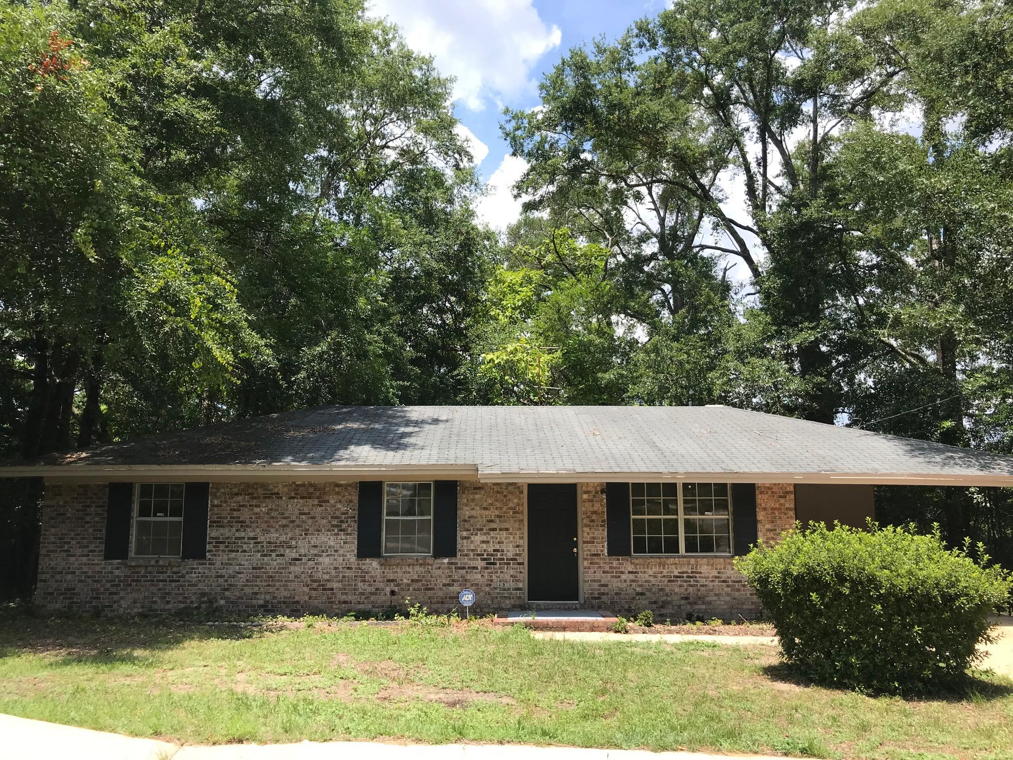 Photo of home for sale at 93 1st, Defuniak Springs FL