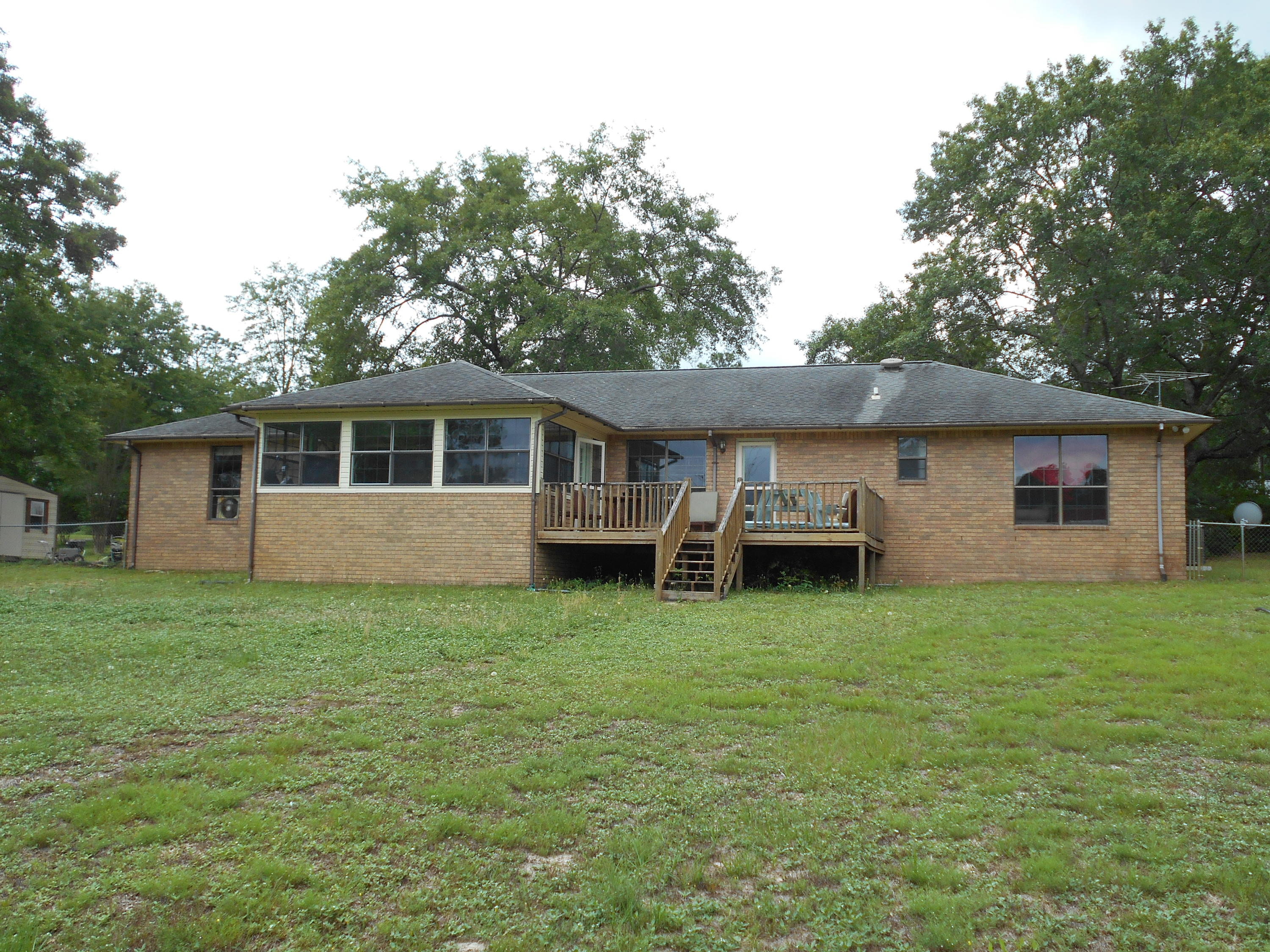 Photo of home for sale at 791 Pinewood, Defuniak Springs FL