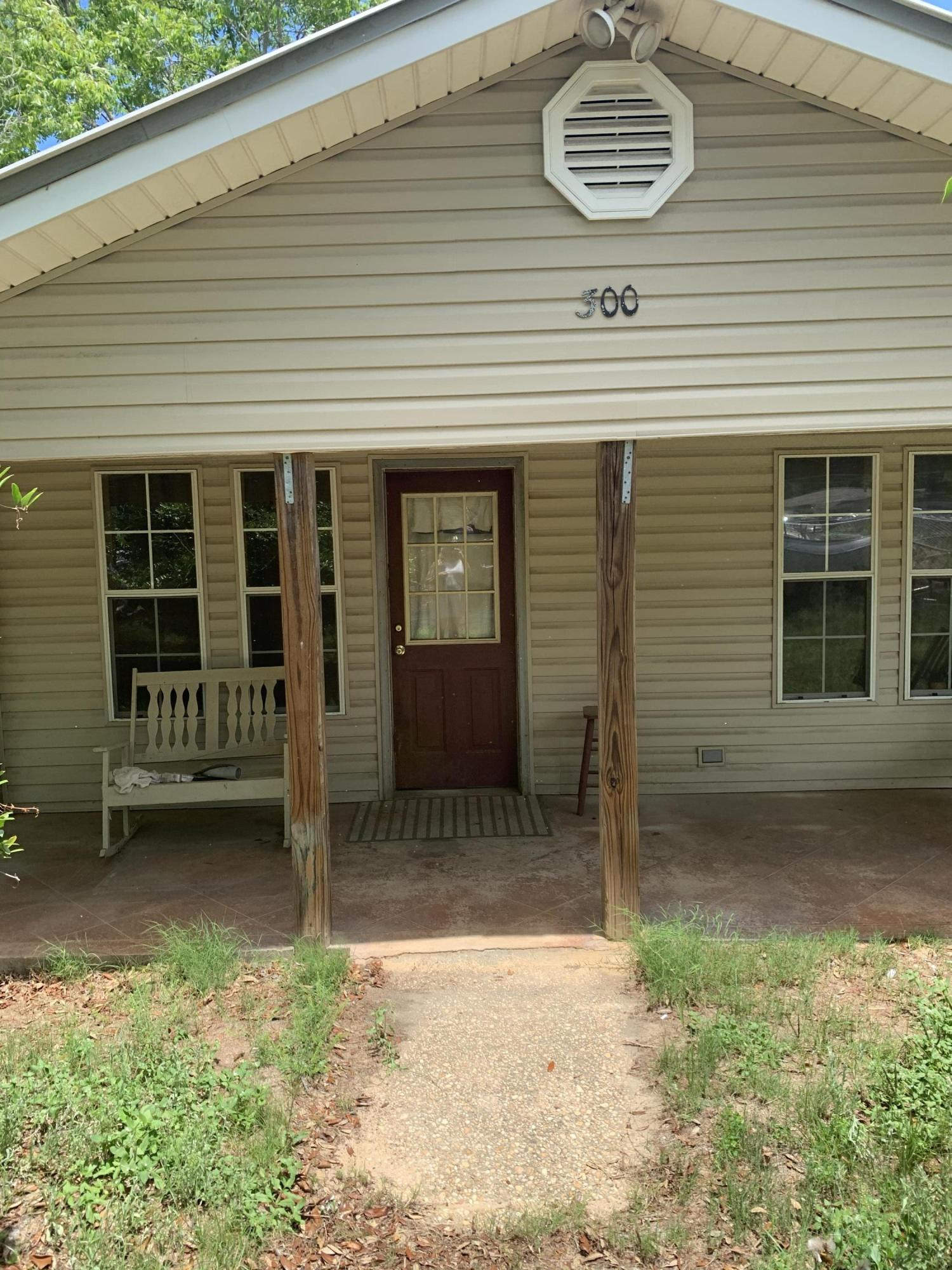 Photo of home for sale at 300 Florida, Niceville FL