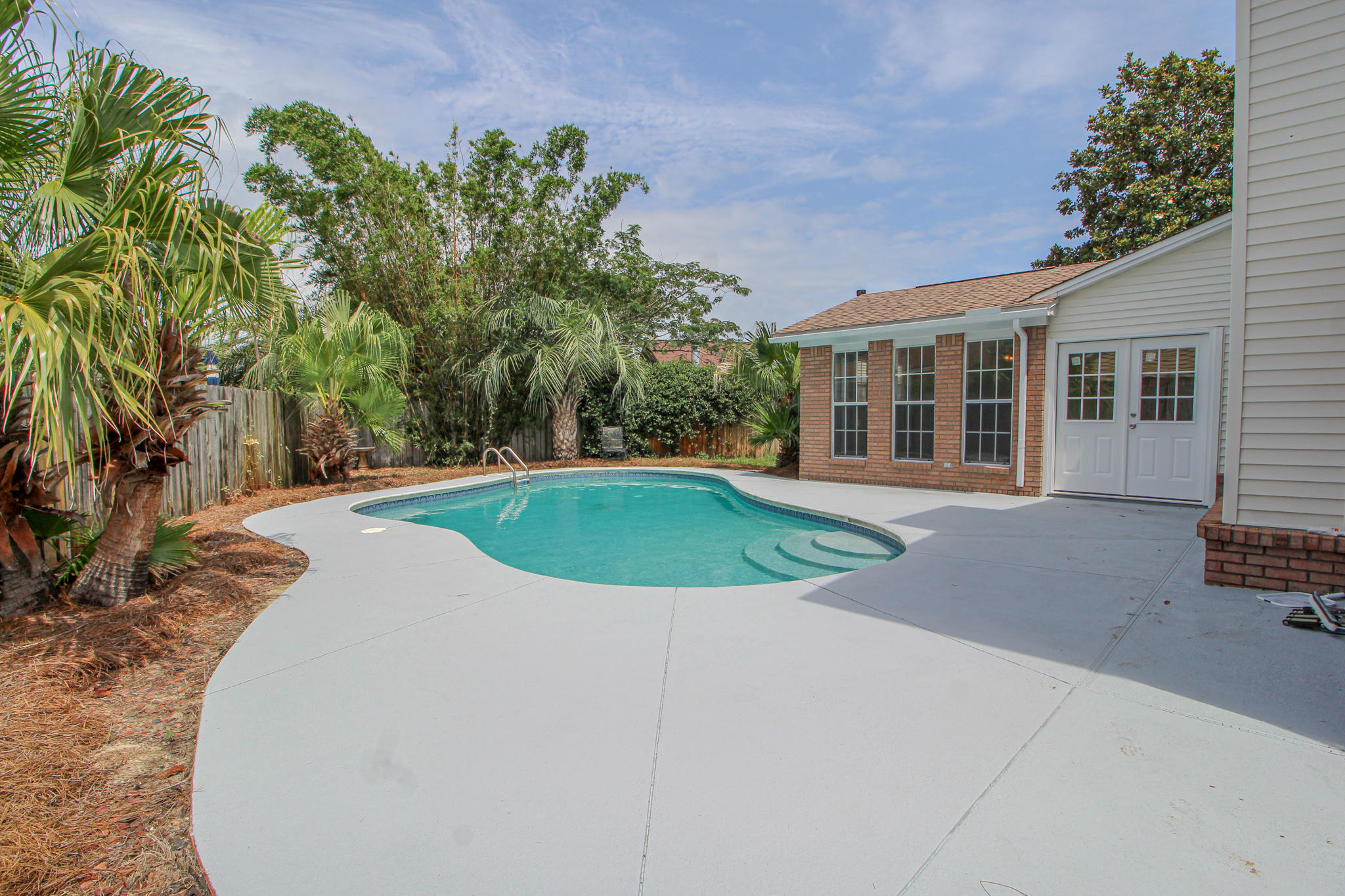 Photo of home for sale at 139 Long Pointe, Mary Esther FL