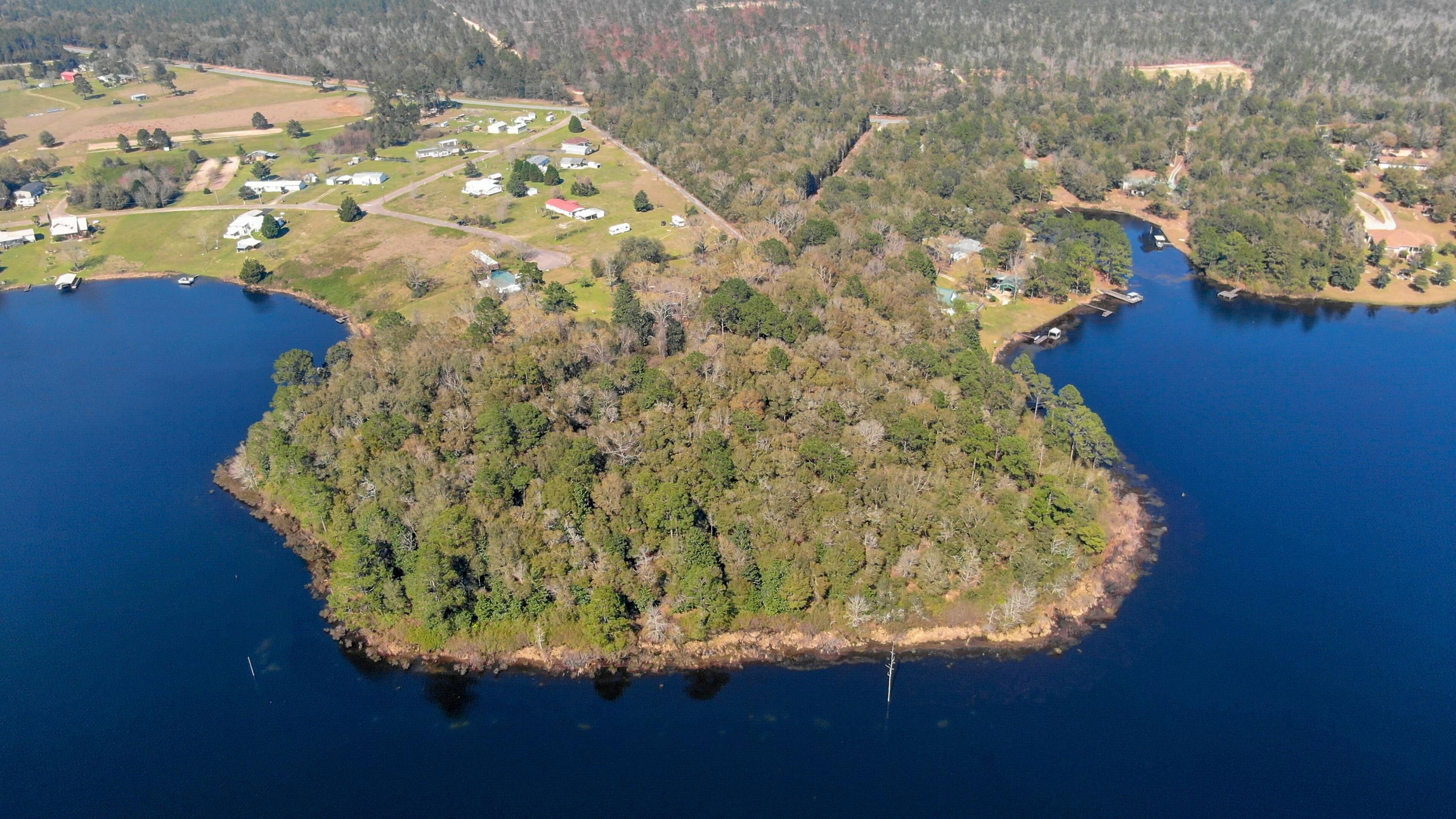 Photo of home for sale at 9 Russell, Defuniak Springs FL