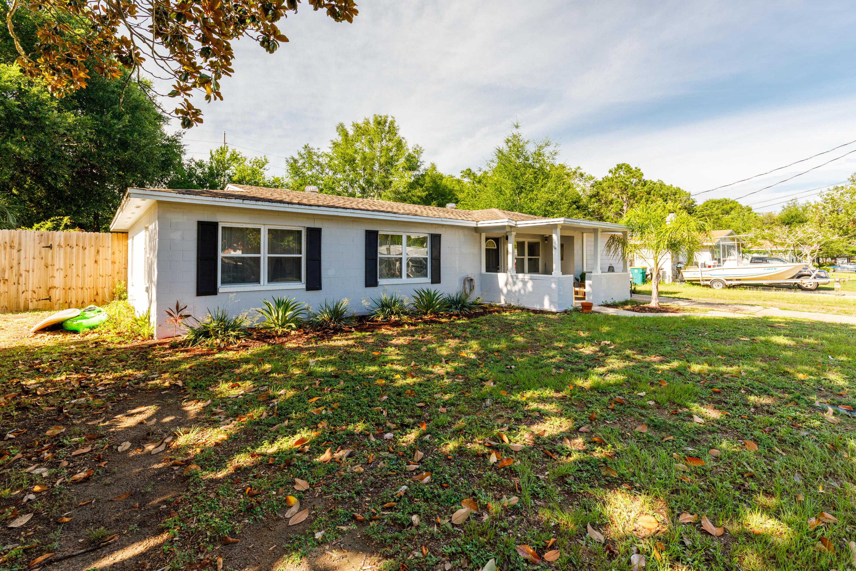 Photo of home for sale at 607 Ferretti, Fort Walton Beach FL