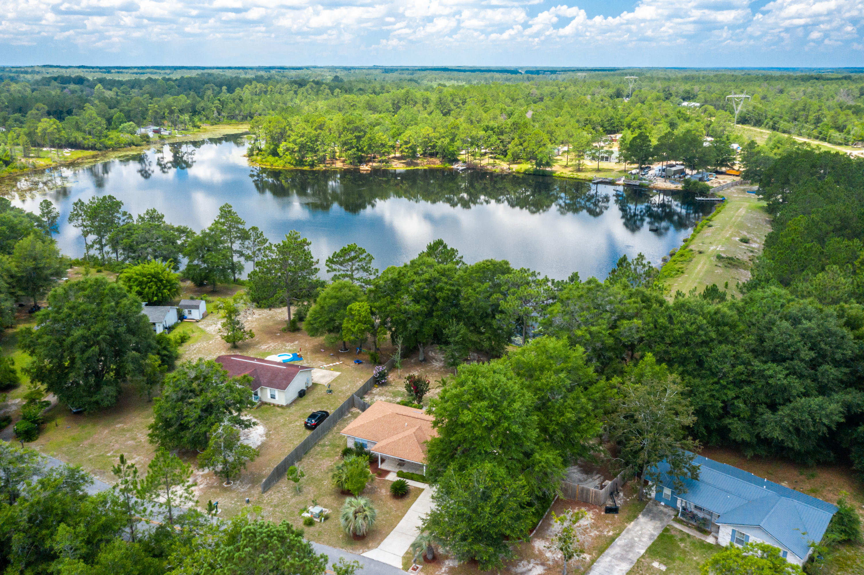 Photo of home for sale at 96 James, Defuniak Springs FL