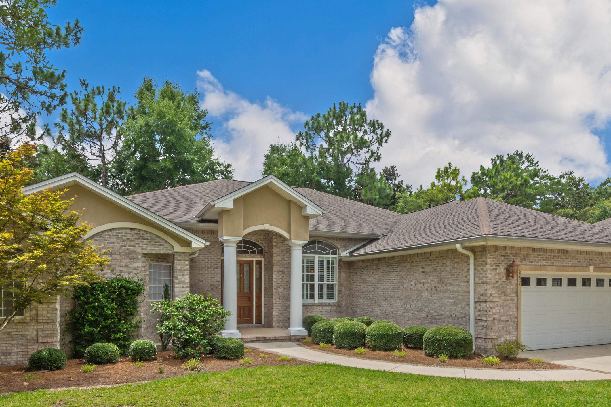 Photo of home for sale at 257 Sweetwater, Niceville FL