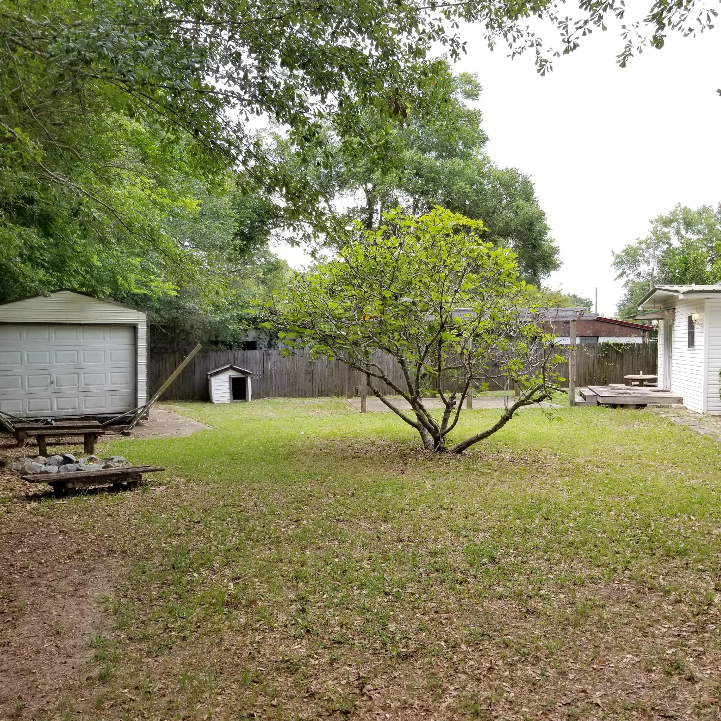 Photo of home for sale at 203 Seminole, Crestview FL