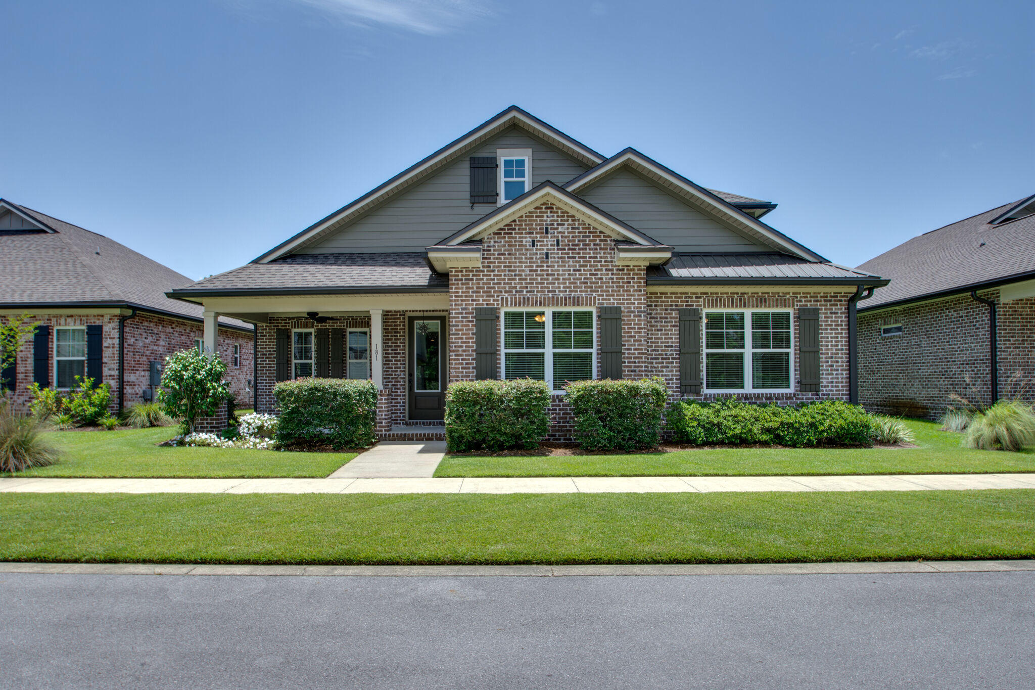 Photo of home for sale at 181 Oaktree, Freeport FL