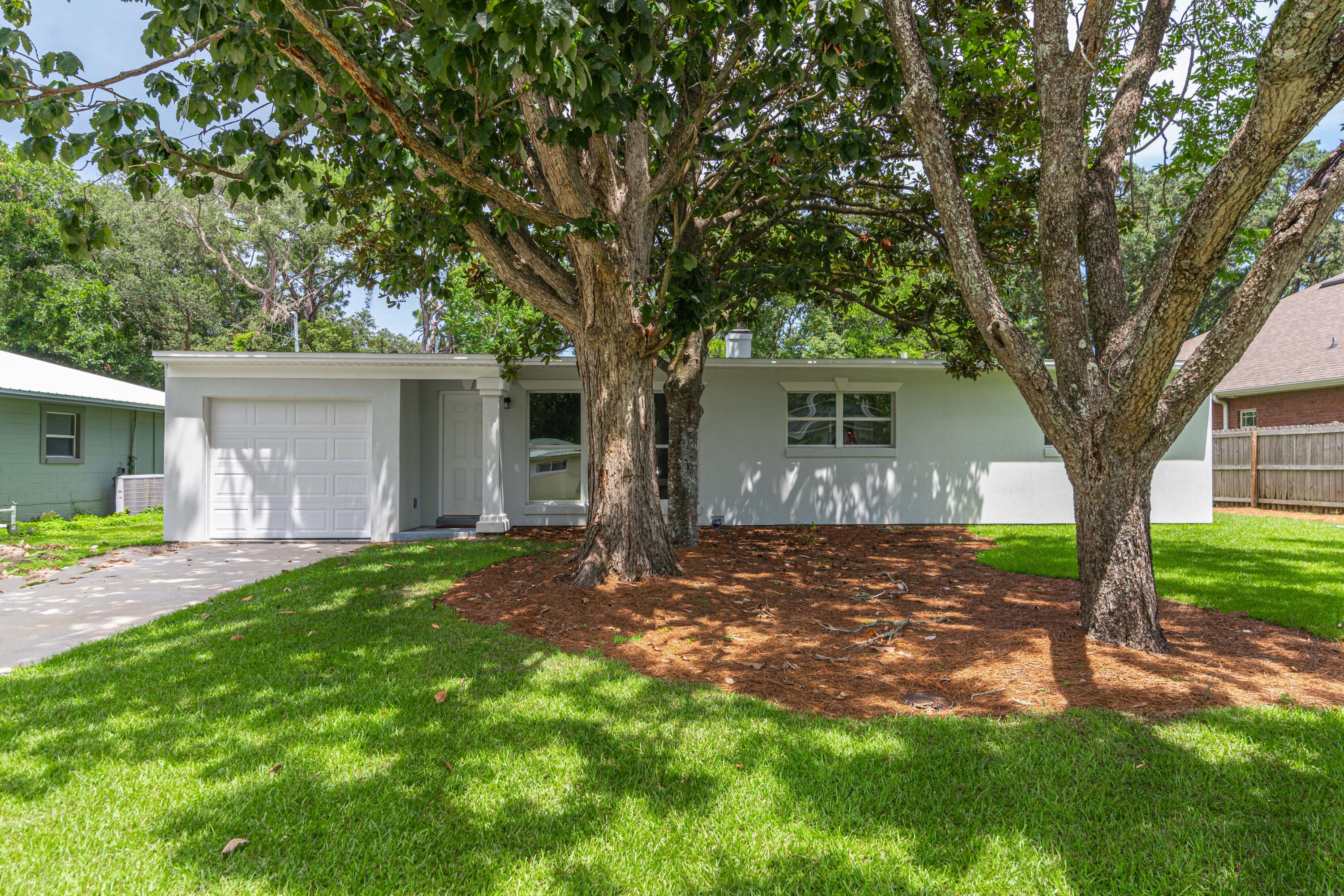 Photo of home for sale at 311 Kepner, Fort Walton Beach FL