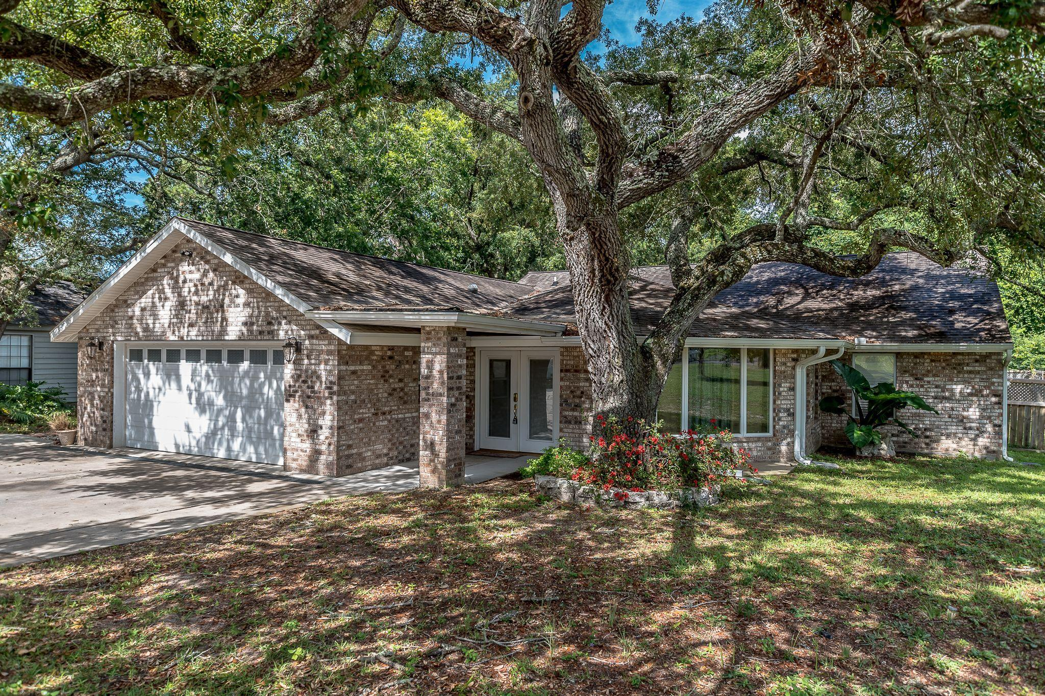 Photo of home for sale at 114 Bullock, Niceville FL