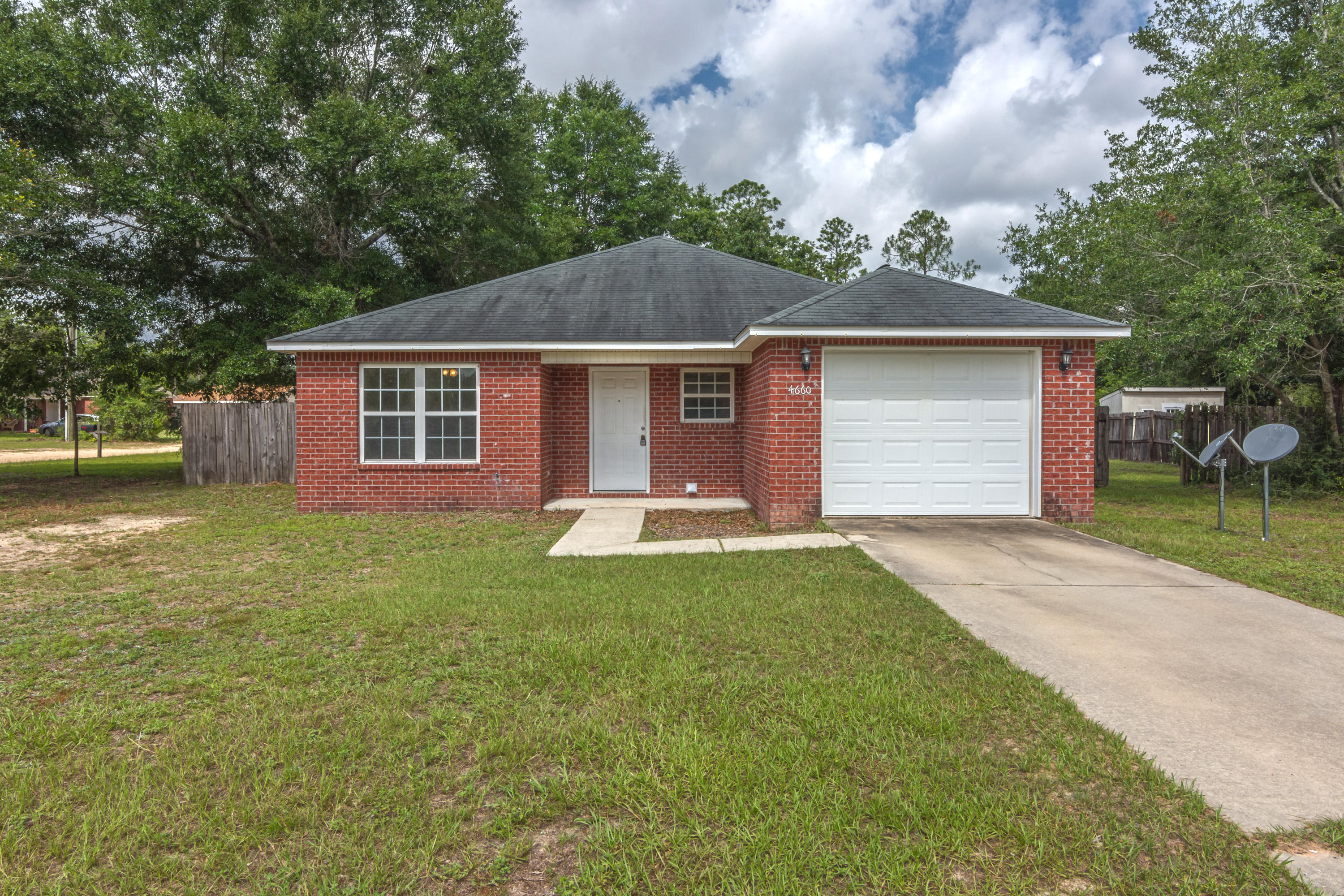 Photo of home for sale at 4660 Dove, Crestview FL