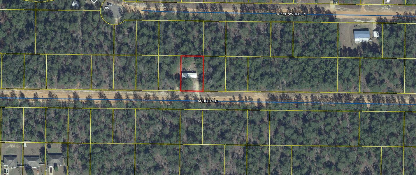 Photo of home for sale at 319 Arbour, Defuniak Springs FL