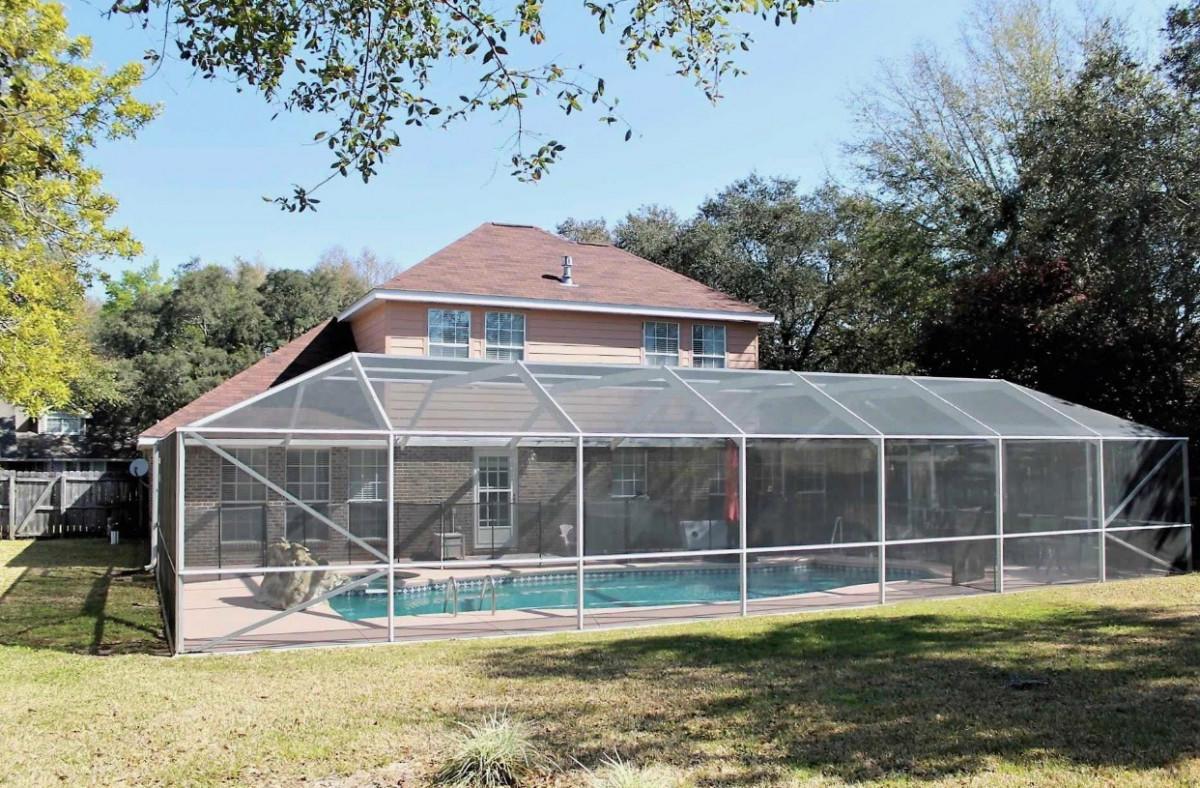 Photo of home for sale at 4528 Parkside, Niceville FL