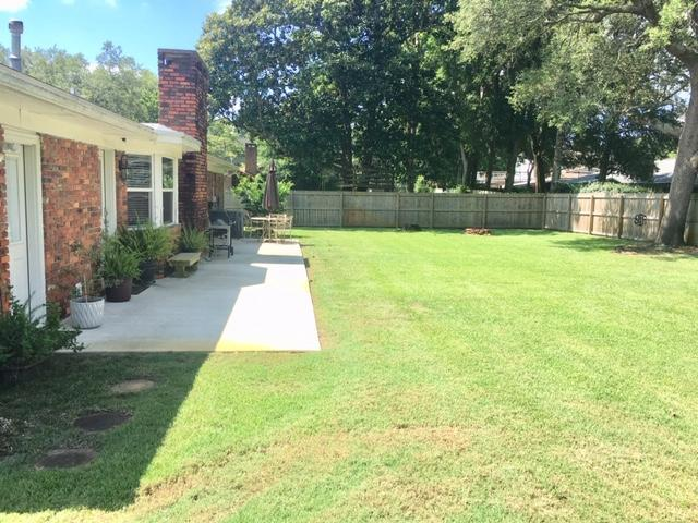 Photo of home for sale at 604 Lakeview, Fort Walton Beach FL