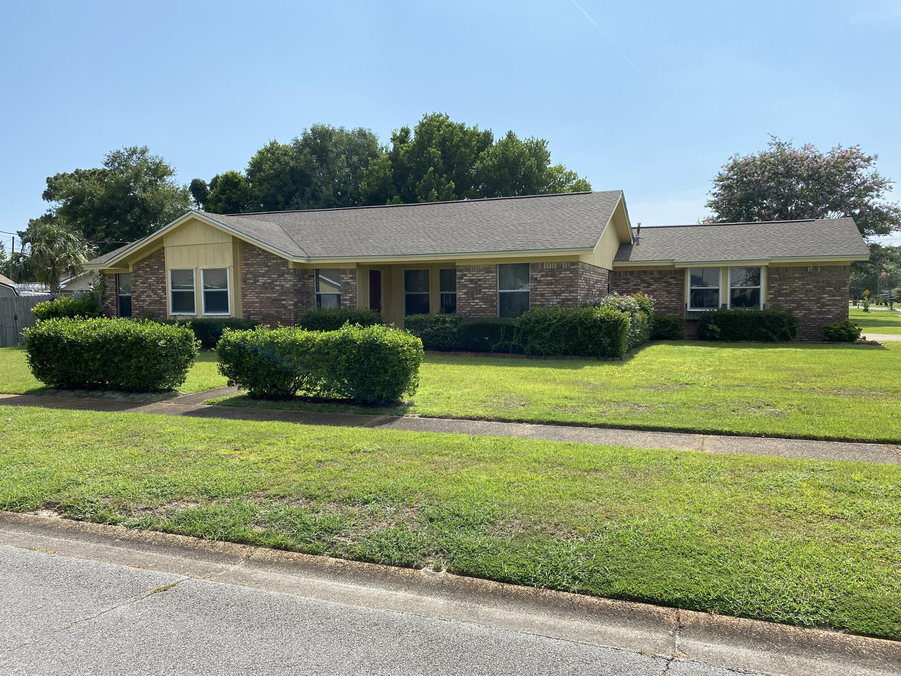 Photo of home for sale at 391 Dawn, Mary Esther FL