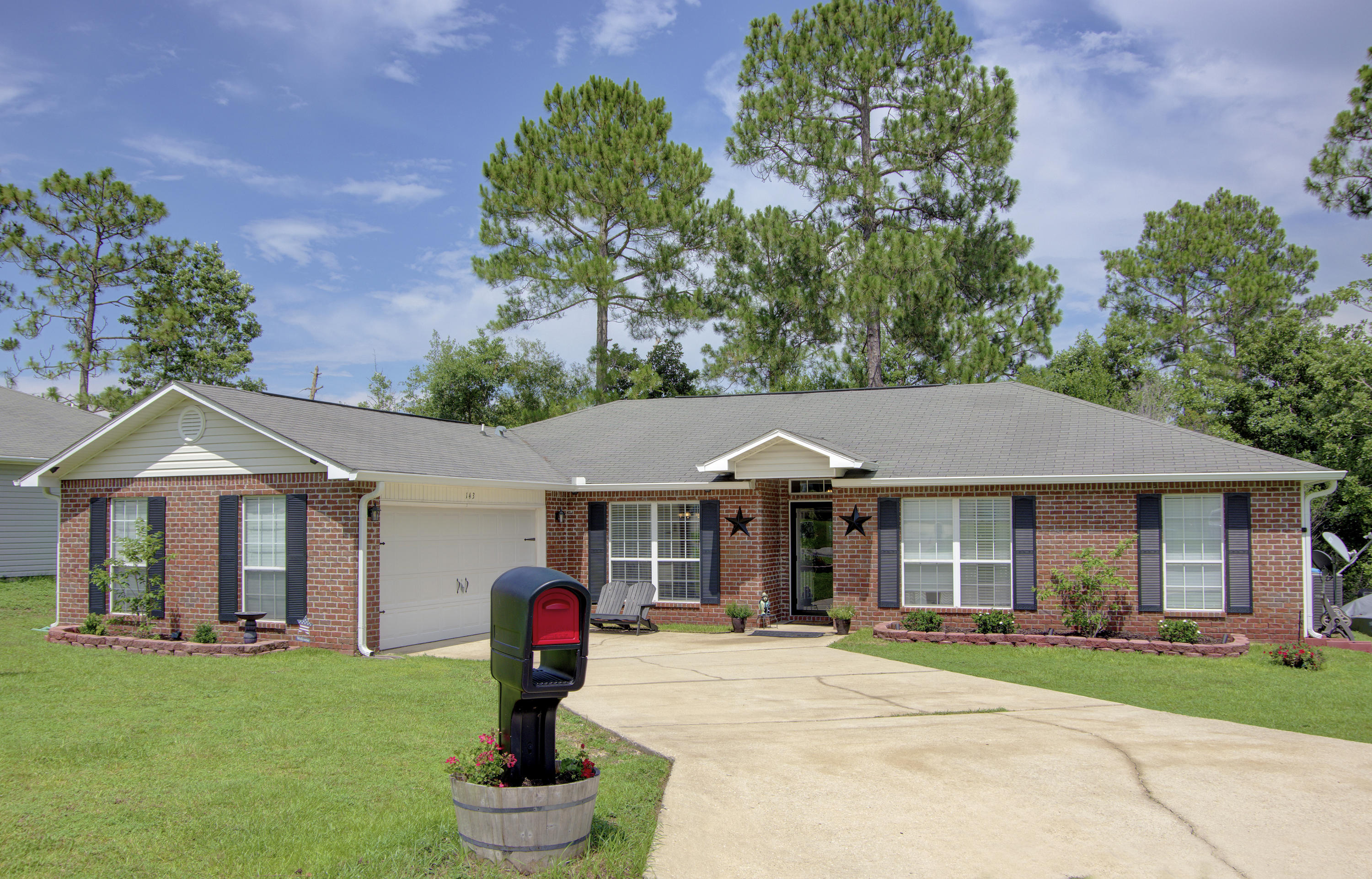 Photo of home for sale at 143 Sandstone, Crestview FL