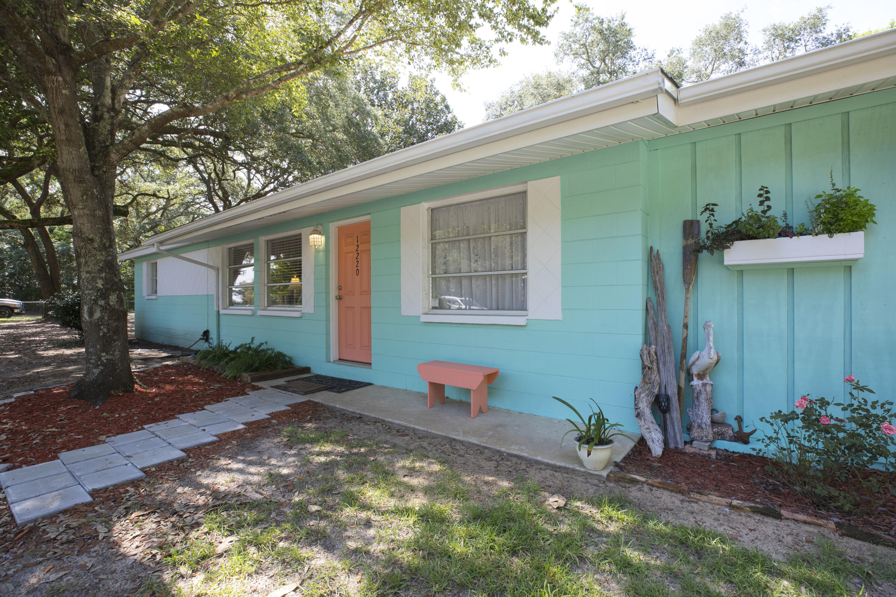 Photo of home for sale at 12220 State Highway 20, Freeport FL