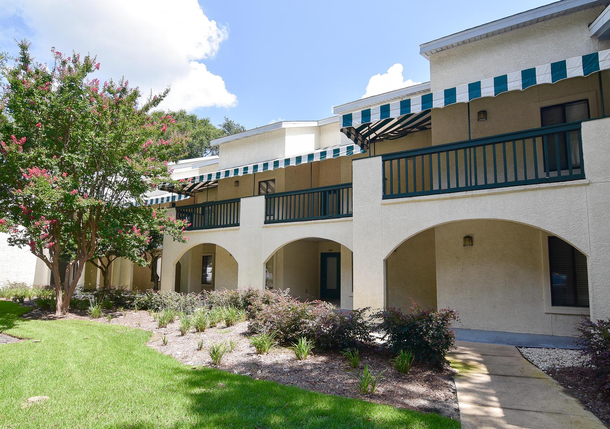 A 3 Bedroom 2 Bedroom Lakeside Condo At Bluewater Bay Condominium
