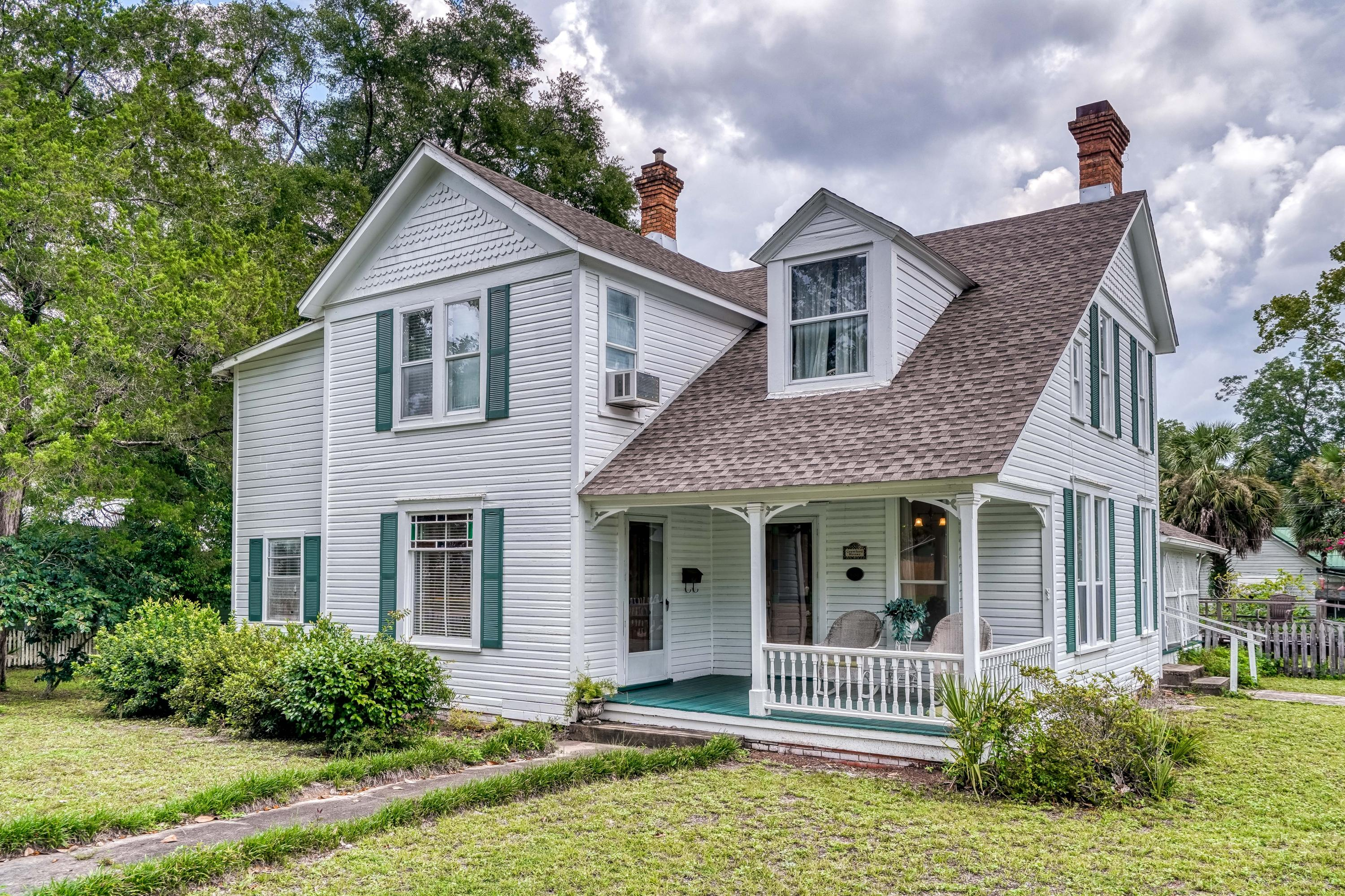 Photo of home for sale at 119 Live Oak, Defuniak Springs FL