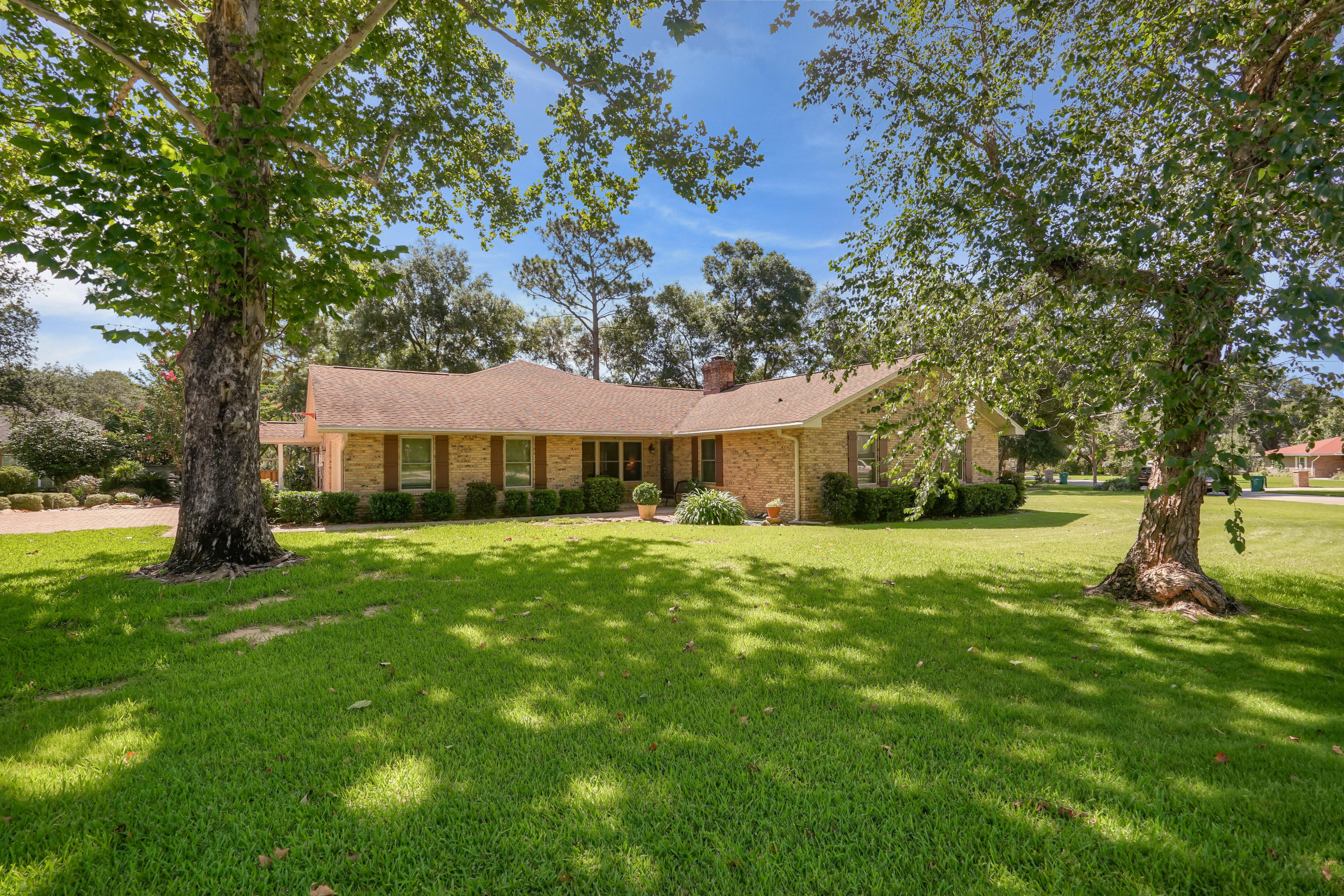 Photo of home for sale at 62 Irene, Niceville FL