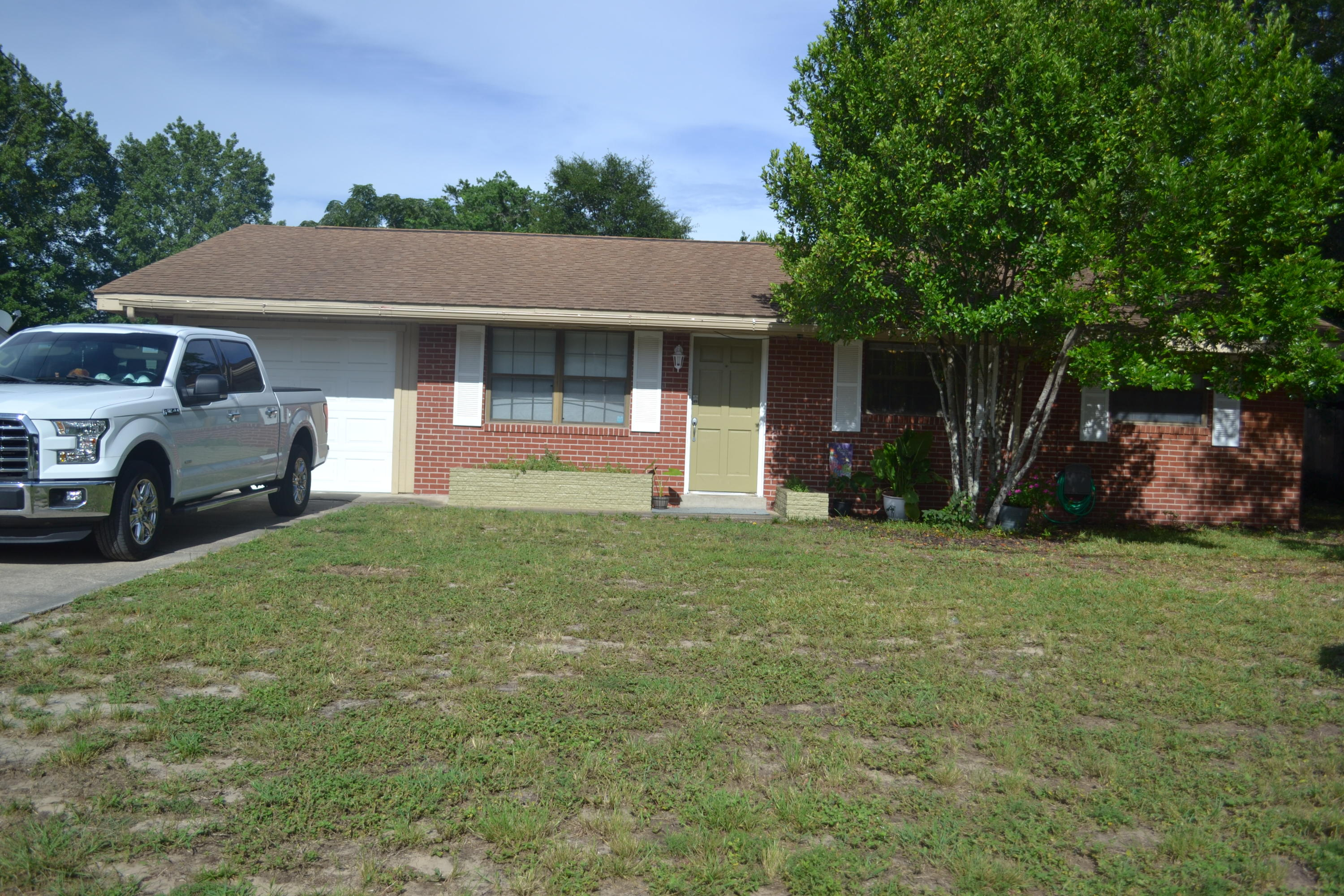Photo of home for sale at 113 Memorial, Fort Walton Beach FL