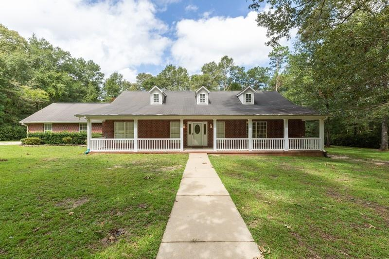 Photo of home for sale at 6128 Hacienda, Crestview FL