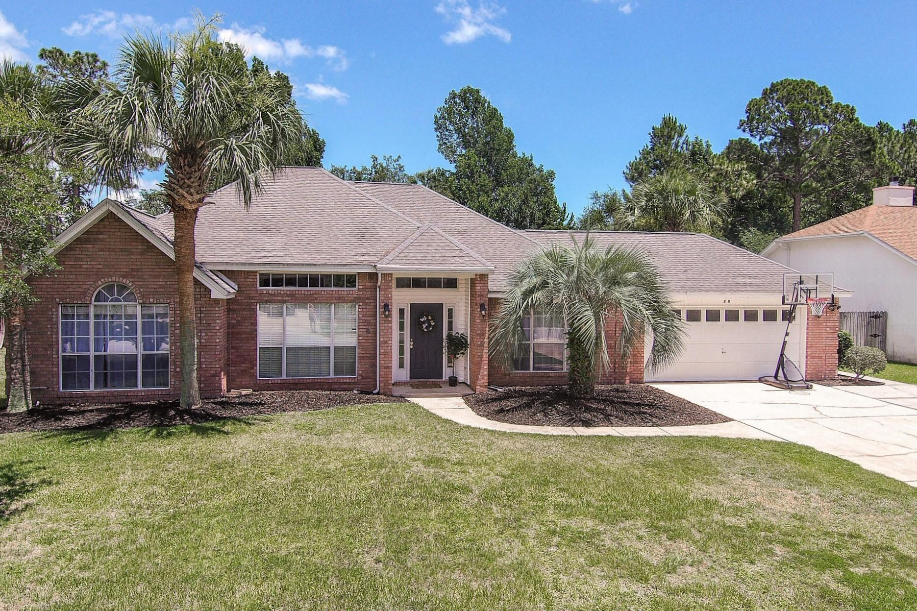 Photo of home for sale at 18 Norwich, Niceville FL