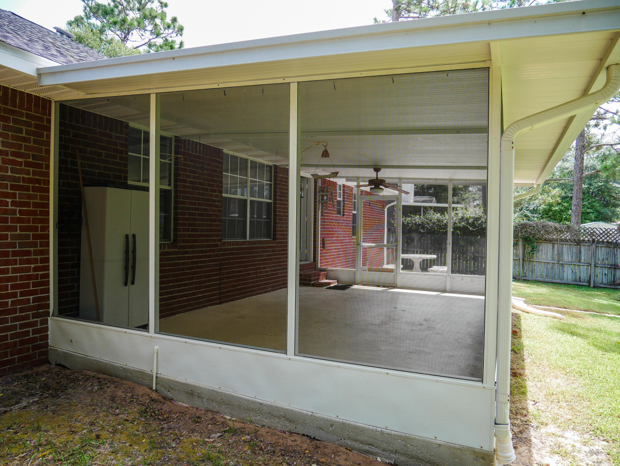 Photo of home for sale at 521 Risen Star, Crestview FL