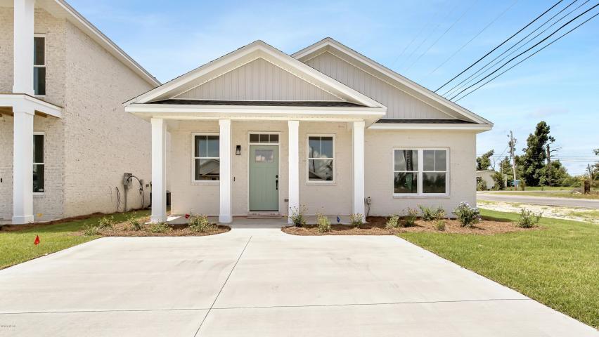 Photo of home for sale at 100 Aleczander Preserve, Panama City FL