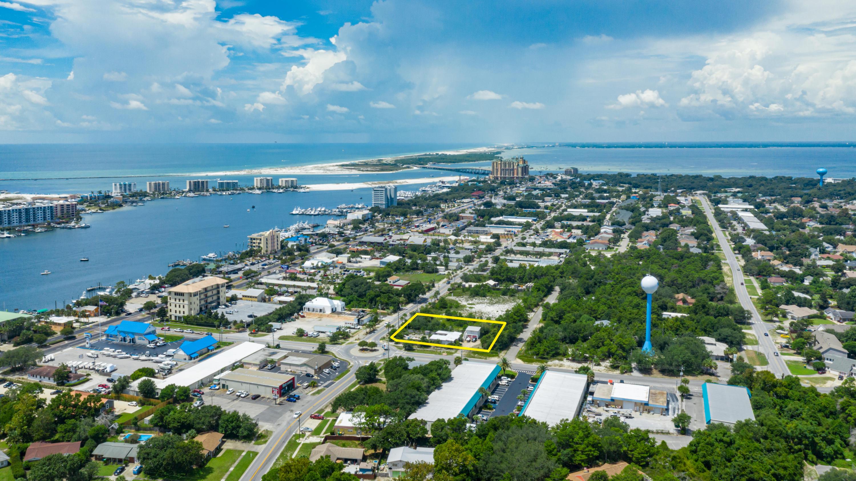 Photo of home for sale at 121 Benning, Destin FL