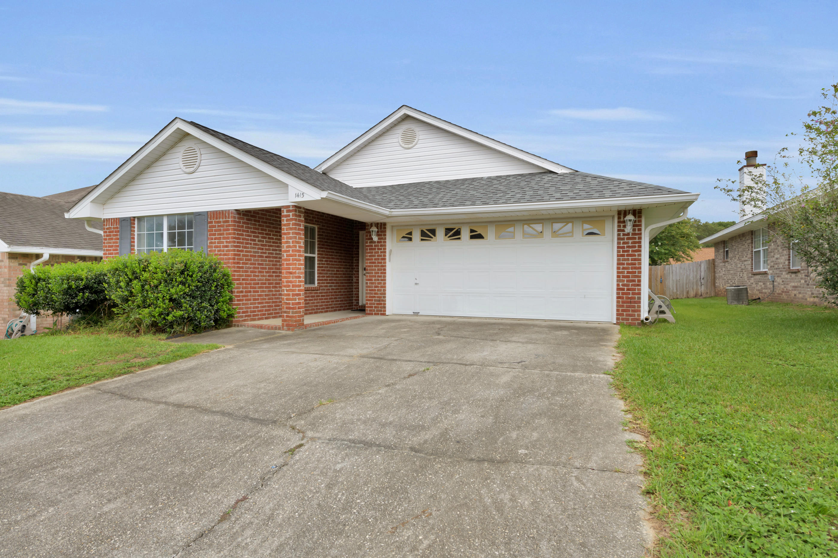 Photo of home for sale at 1415 Greystone, Pensacola FL