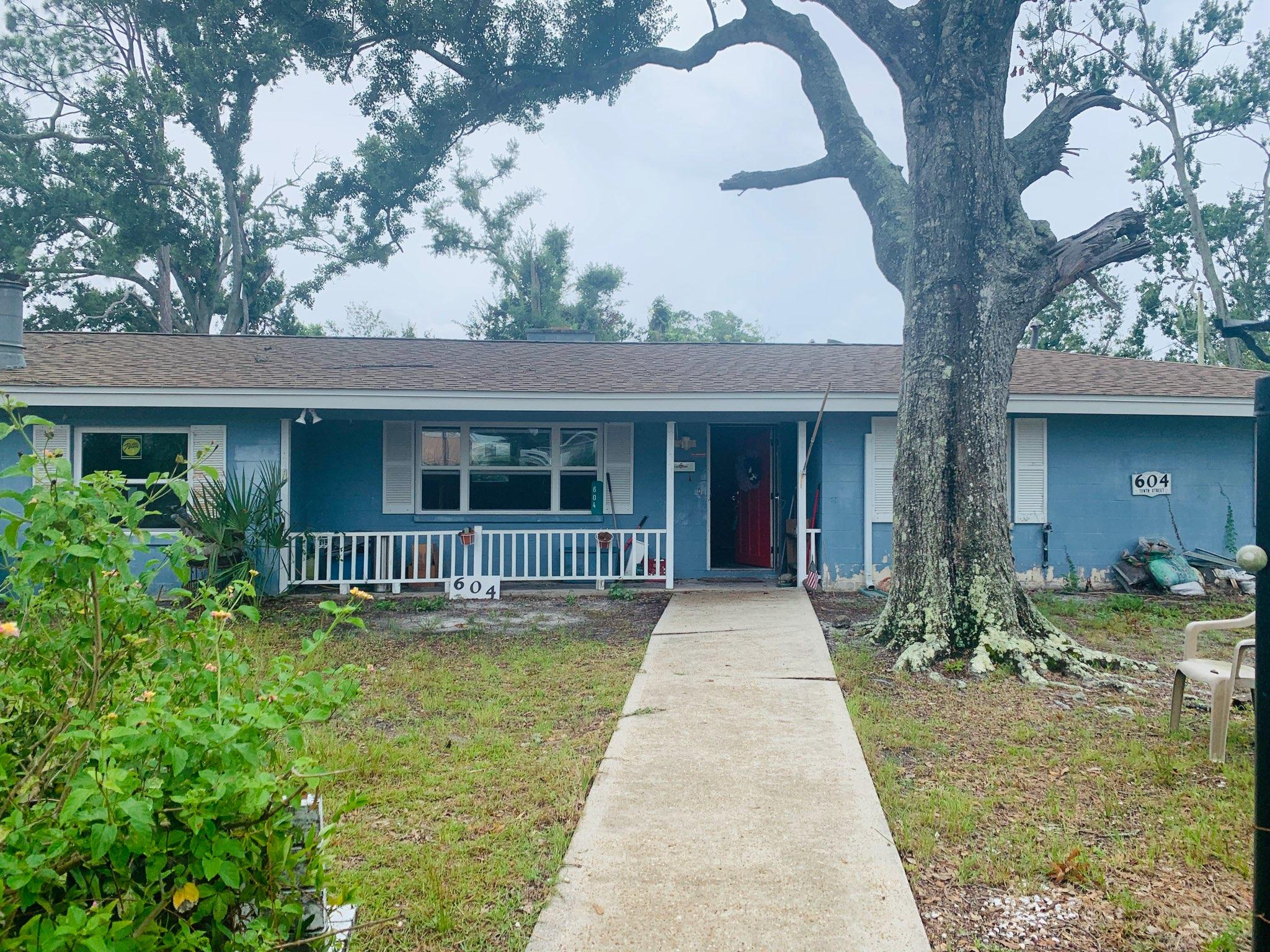 Photo of home for sale at 604 10th, Port St. Joe FL