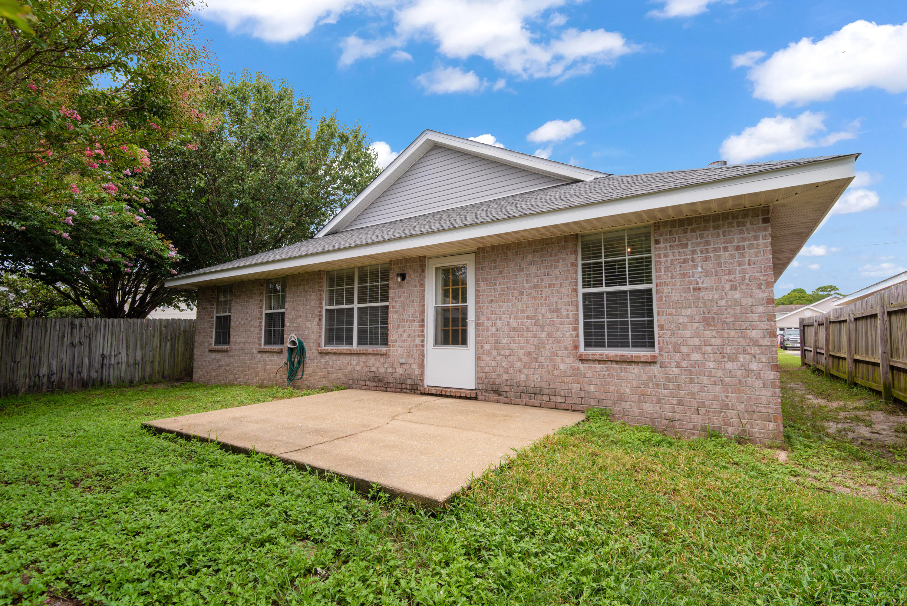 Photo of home for sale at 558 Rough Leaf, Mary Esther FL