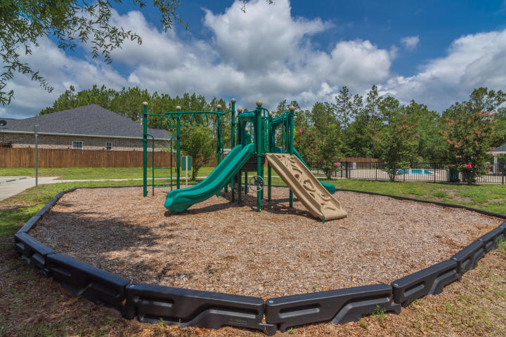 Photo of home for sale at 5793 Wayne Rogers, Crestview FL
