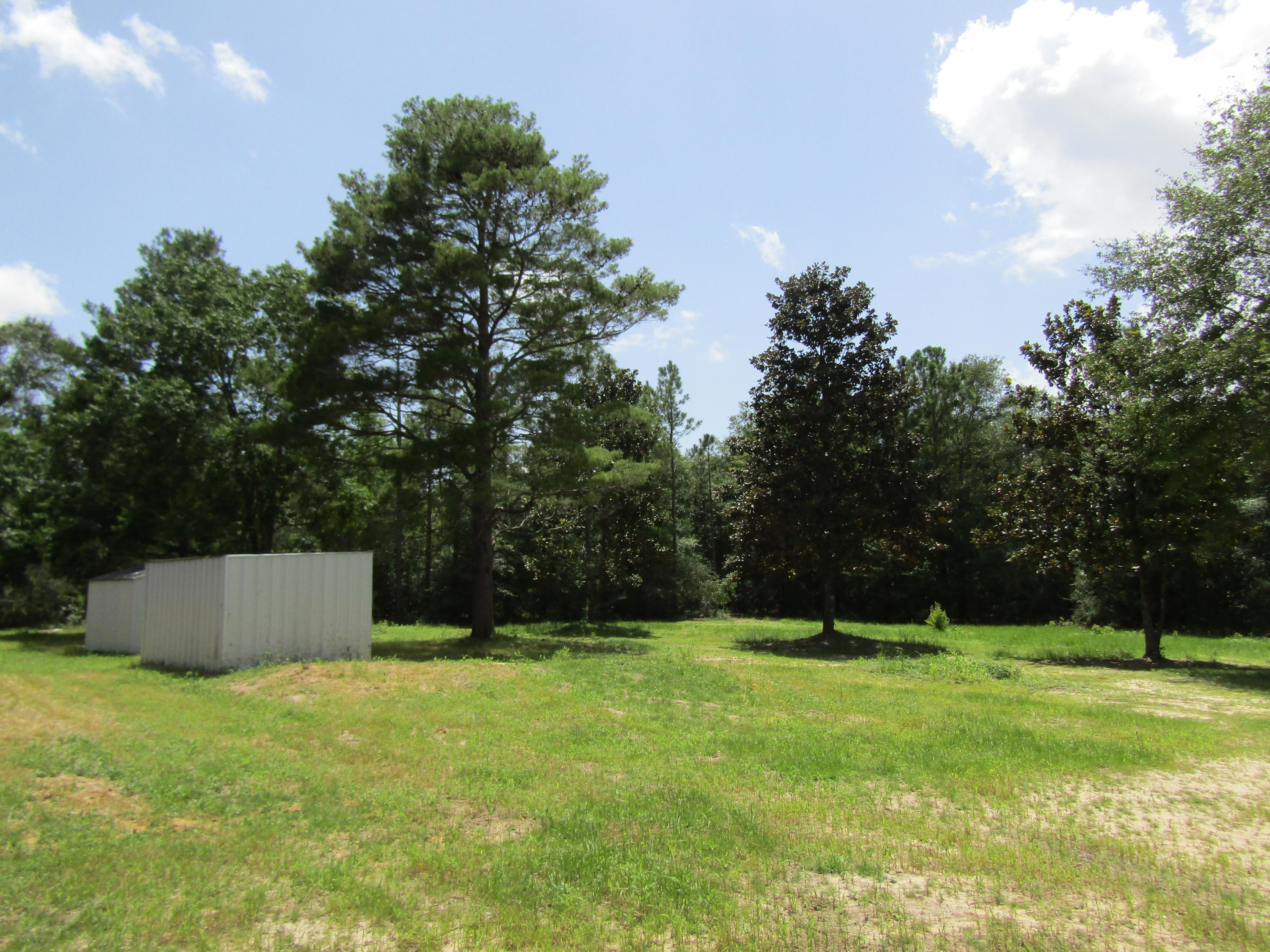 Photo of home for sale at 493 Beethoven Circle, Defuniak Springs FL