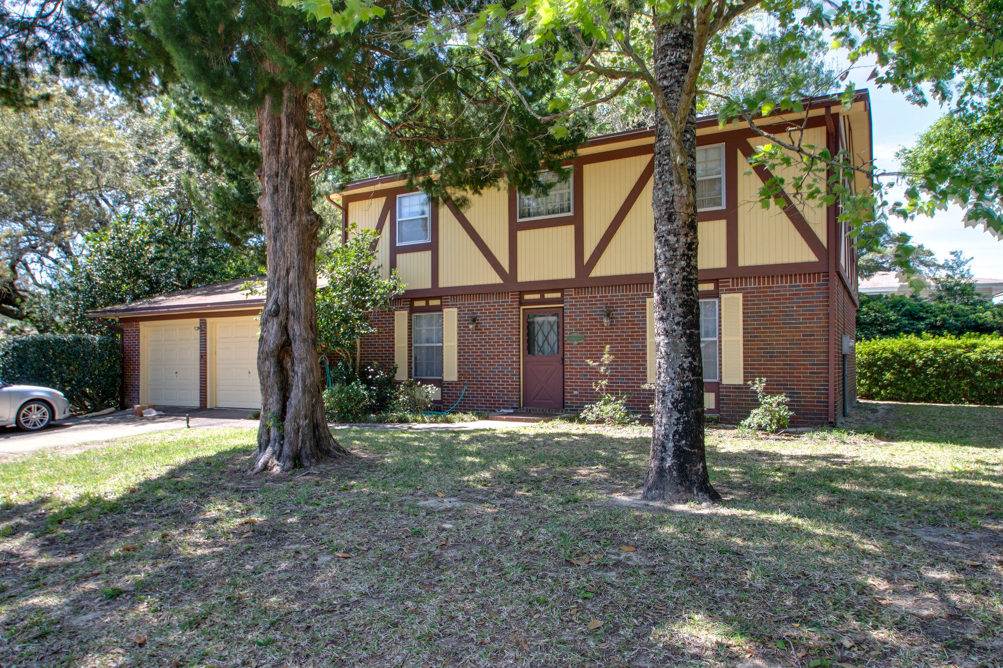 Photo of home for sale at 649 Merioneth, Fort Walton Beach FL