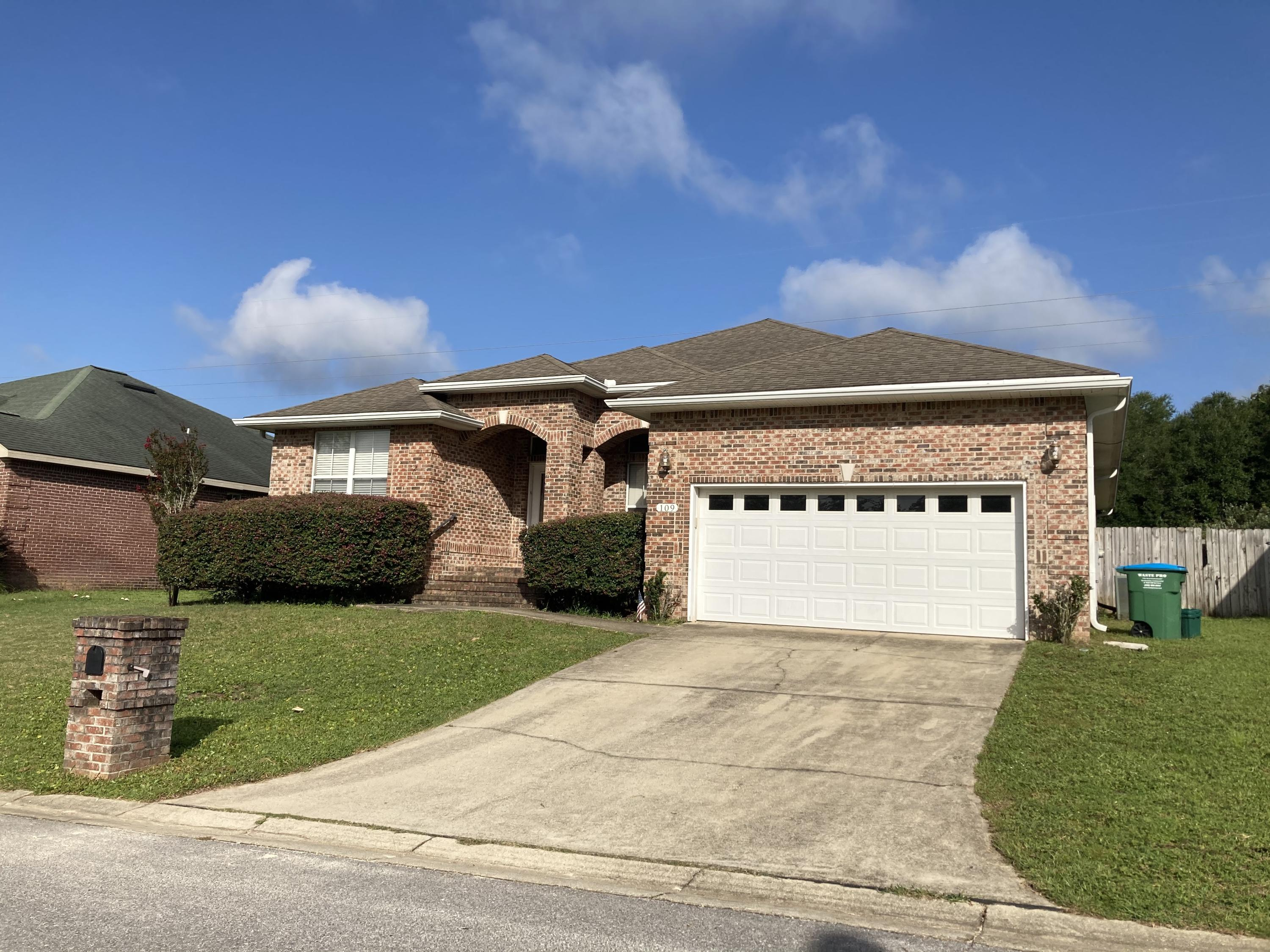 Photo of home for sale at 109 Trailwood, Crestview FL