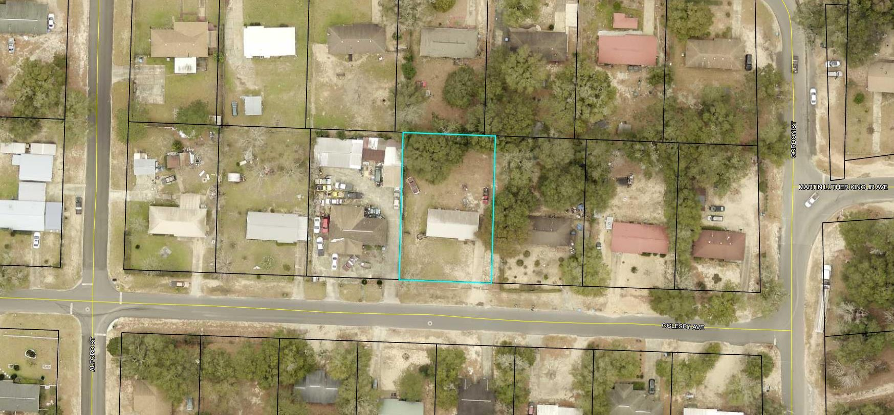 Photo of home for sale at 108 Oglesby, Crestview FL