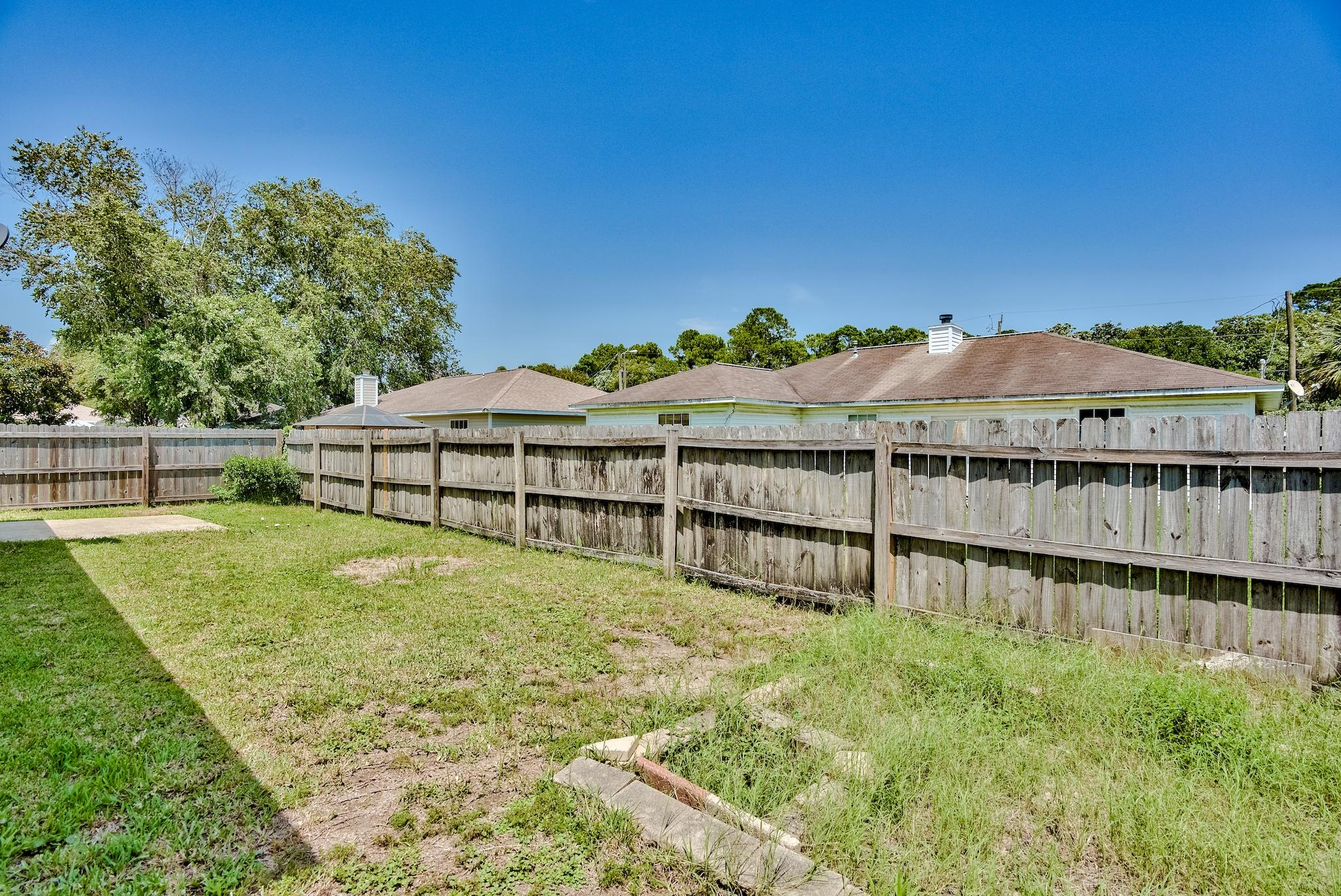 Photo of home for sale at 37 Stowe, Mary Esther FL