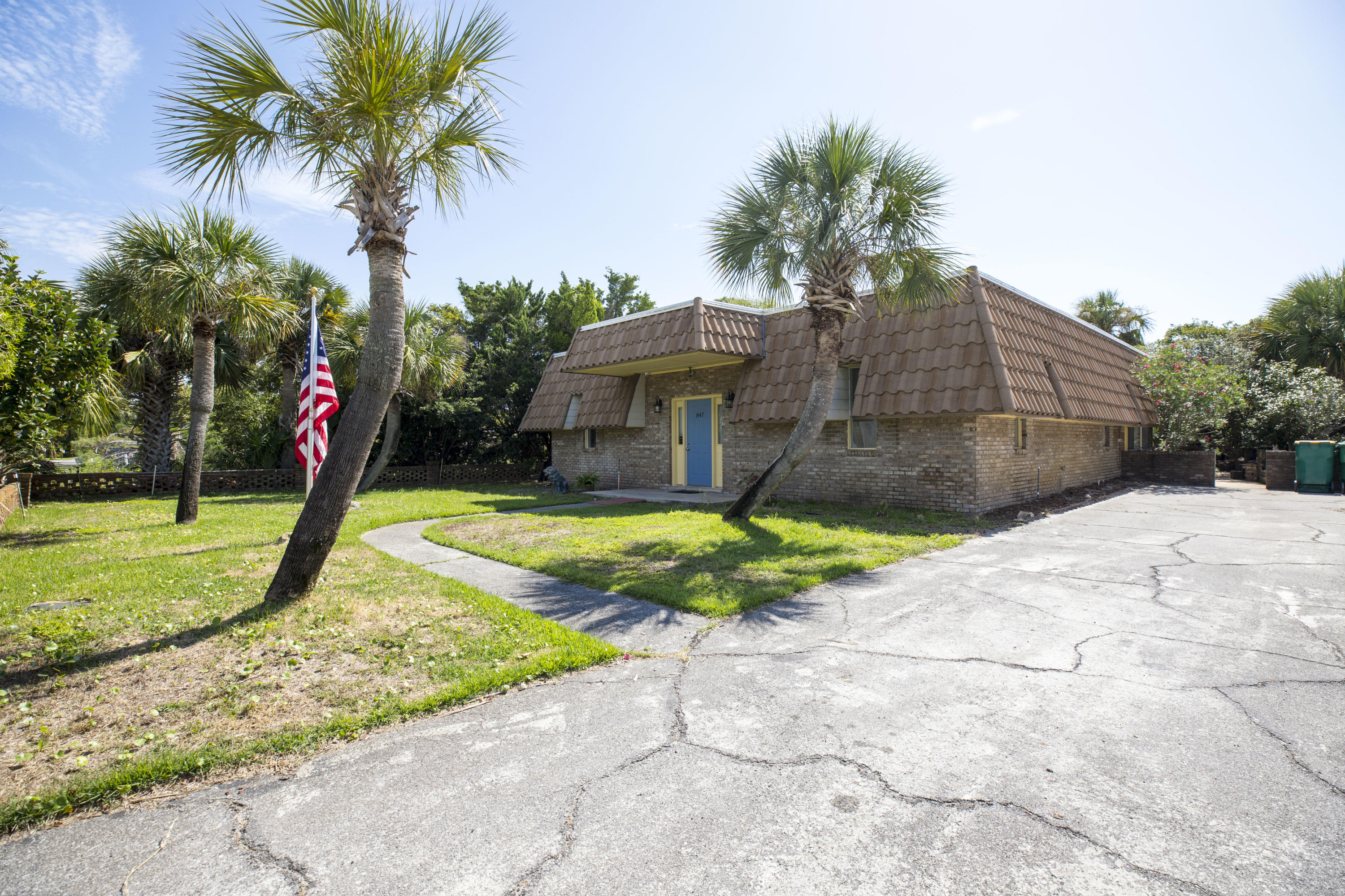 Photo of home for sale at 847 Tropic, Fort Walton Beach FL