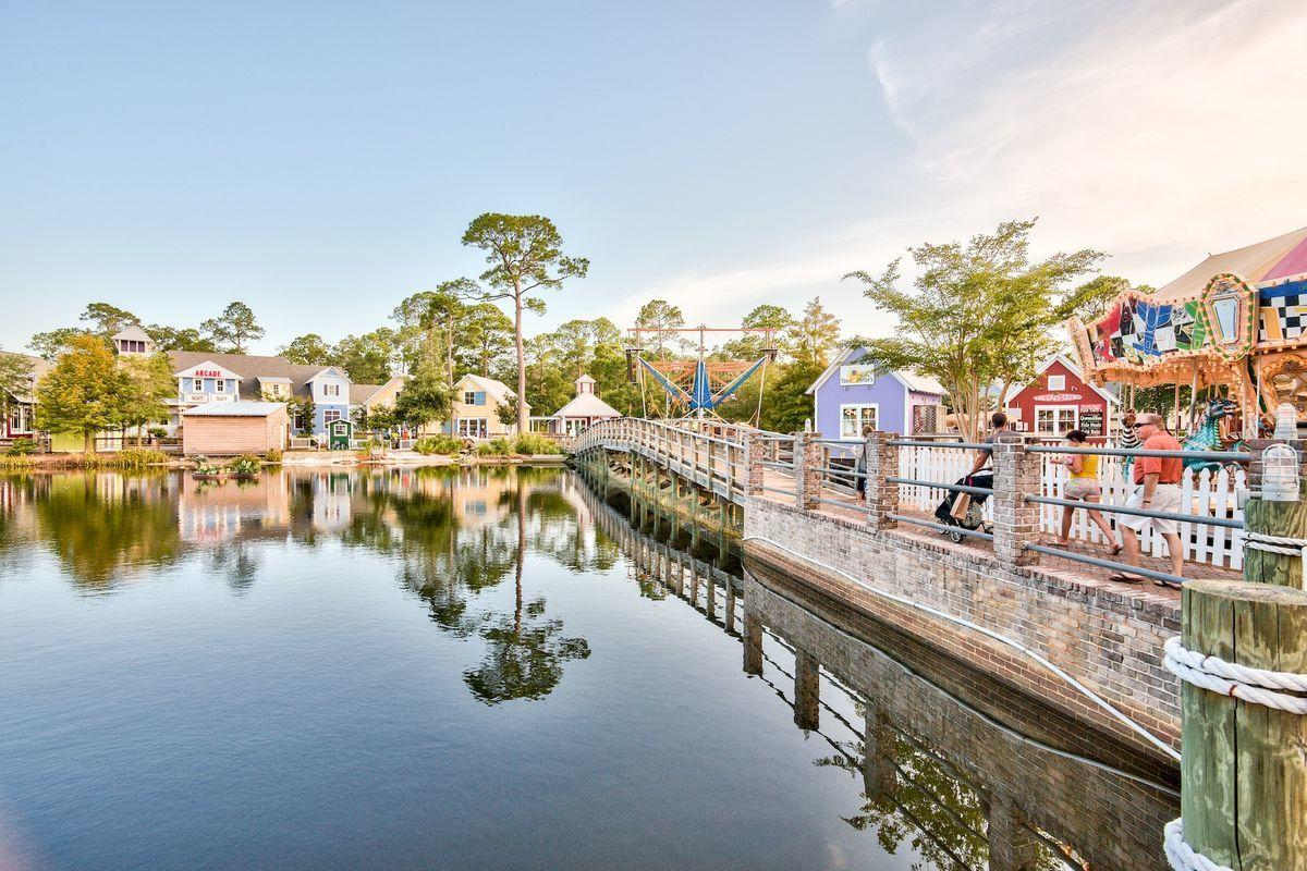 Photo of home for sale at 1473 Baytowne, Miramar Beach FL
