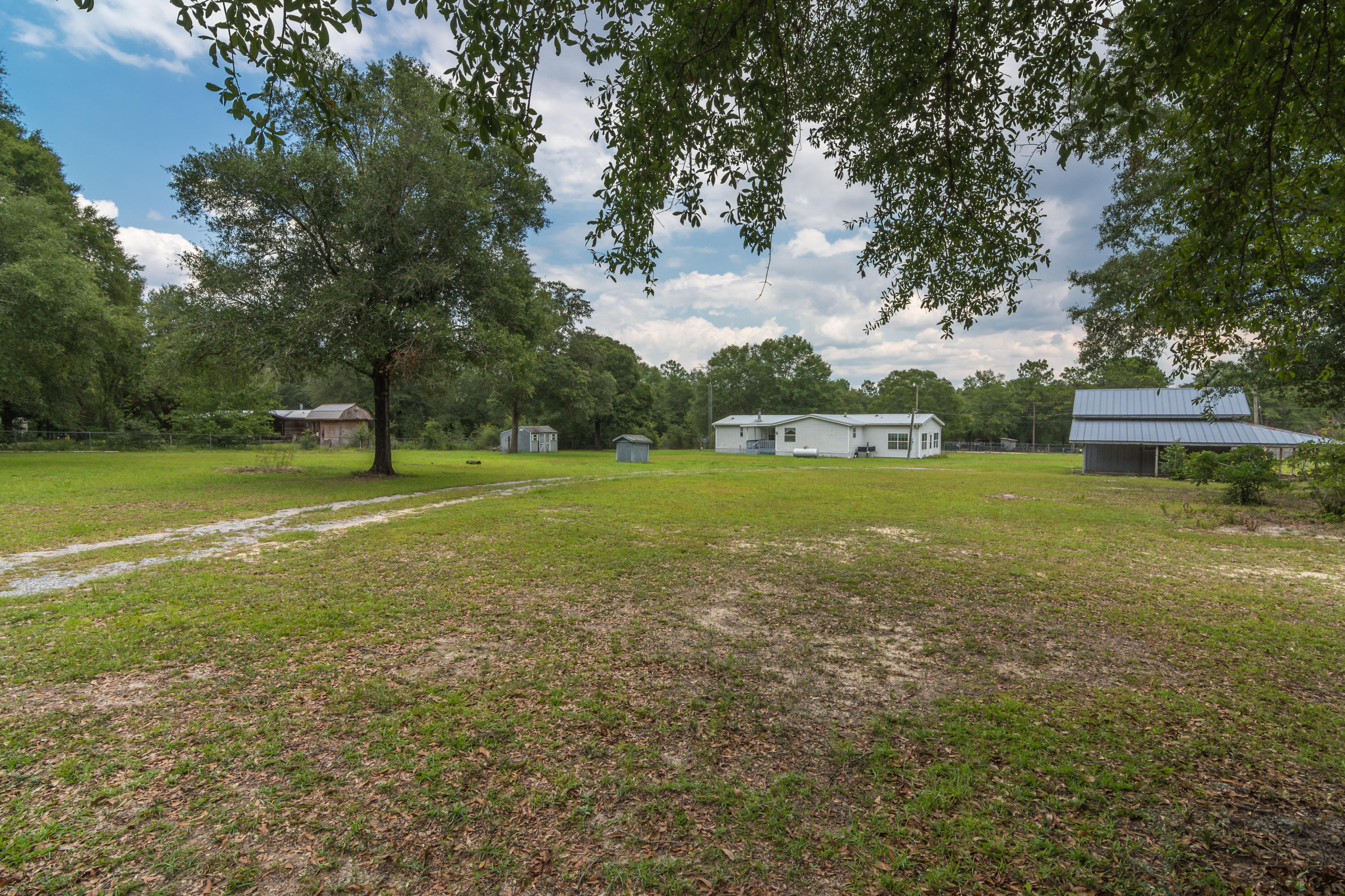 Photo of home for sale at 5067 Robert Taylor, Crestview FL