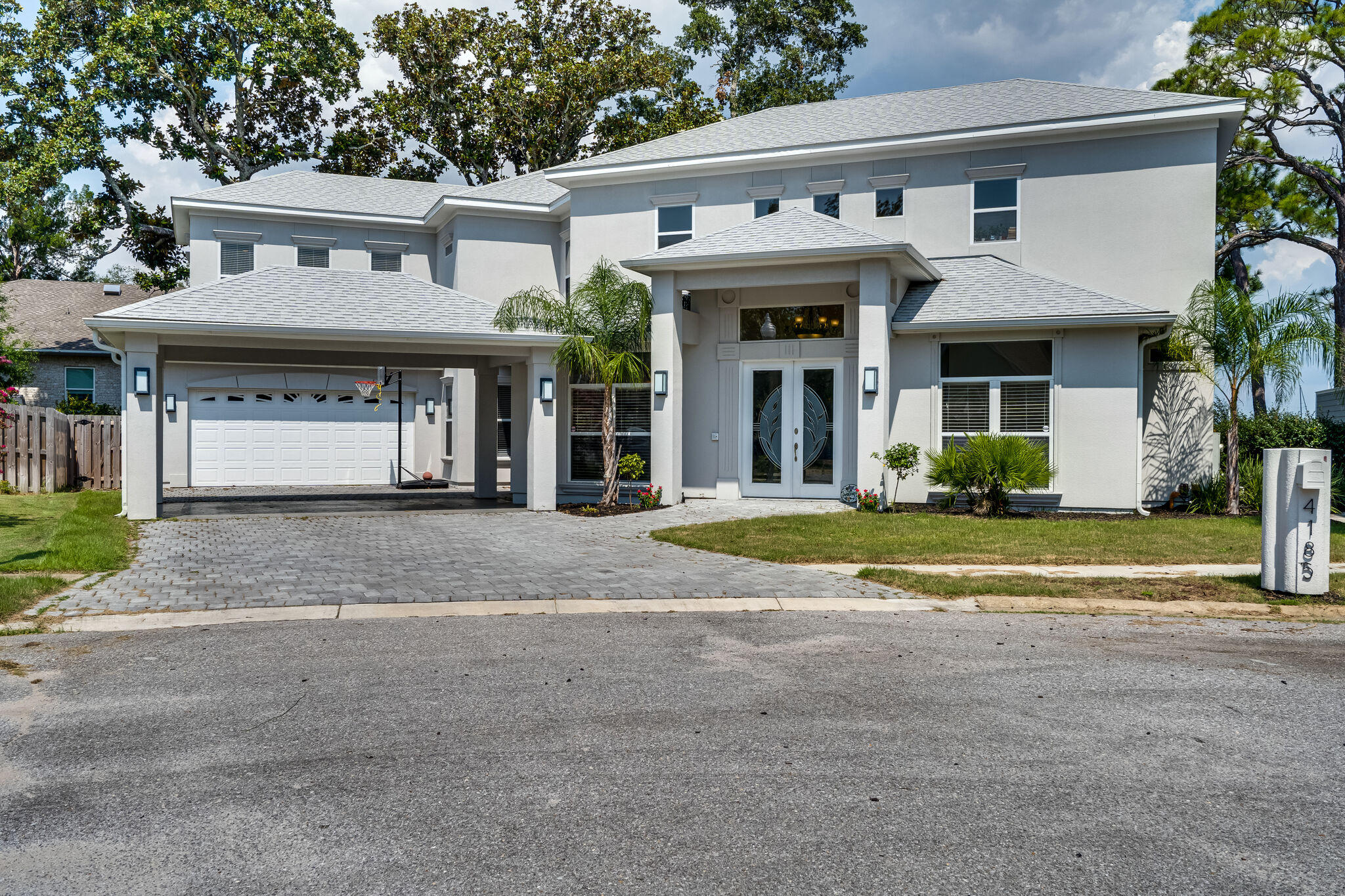 Photo of home for sale at 4185 Mossy Cove, Niceville FL